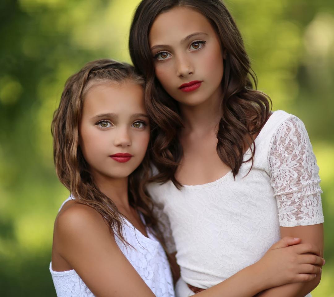 Фото девушки двое детей