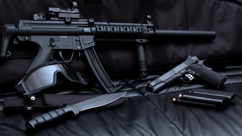 обои для стола машины и оружие № 634906 загрузить