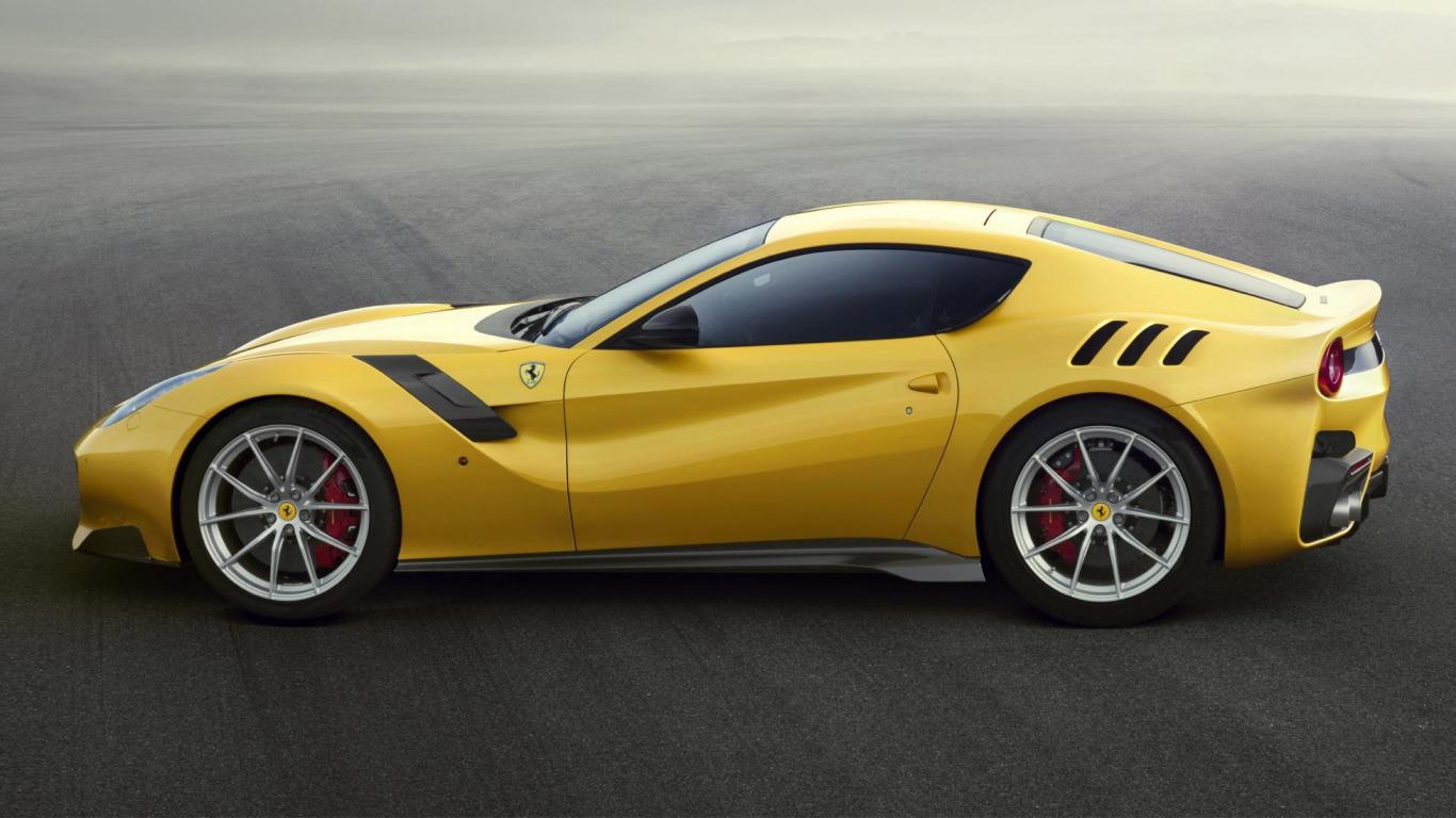 желтый спортивный автомобиль Ferrari F12 Berlinetta Wheelsandmore  № 1564372 без смс