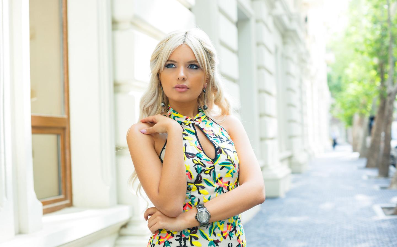https://img1.goodfon.ru/original/1440x900/0/e1/devushka-volosy-blondinka-lico-4337.jpg