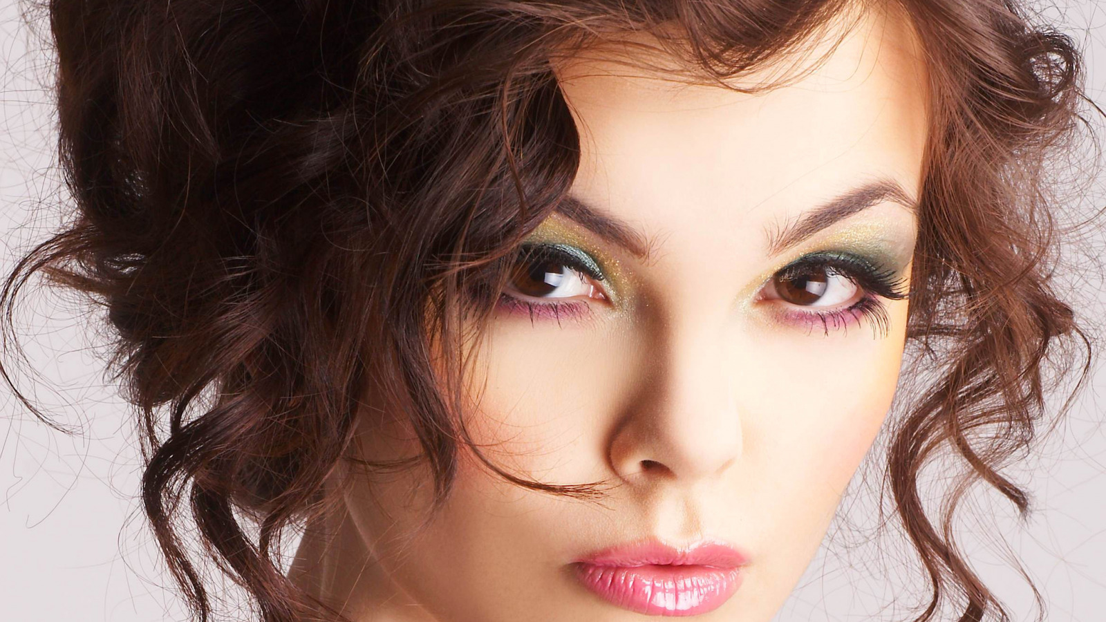 О чем может рассказать макияж девушки