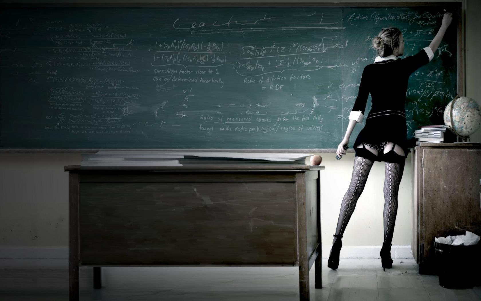 Девушка учитель в душе