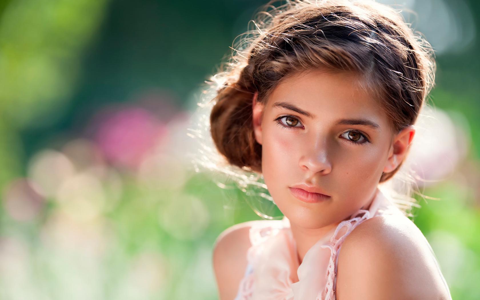 Молодая красивая девчонка