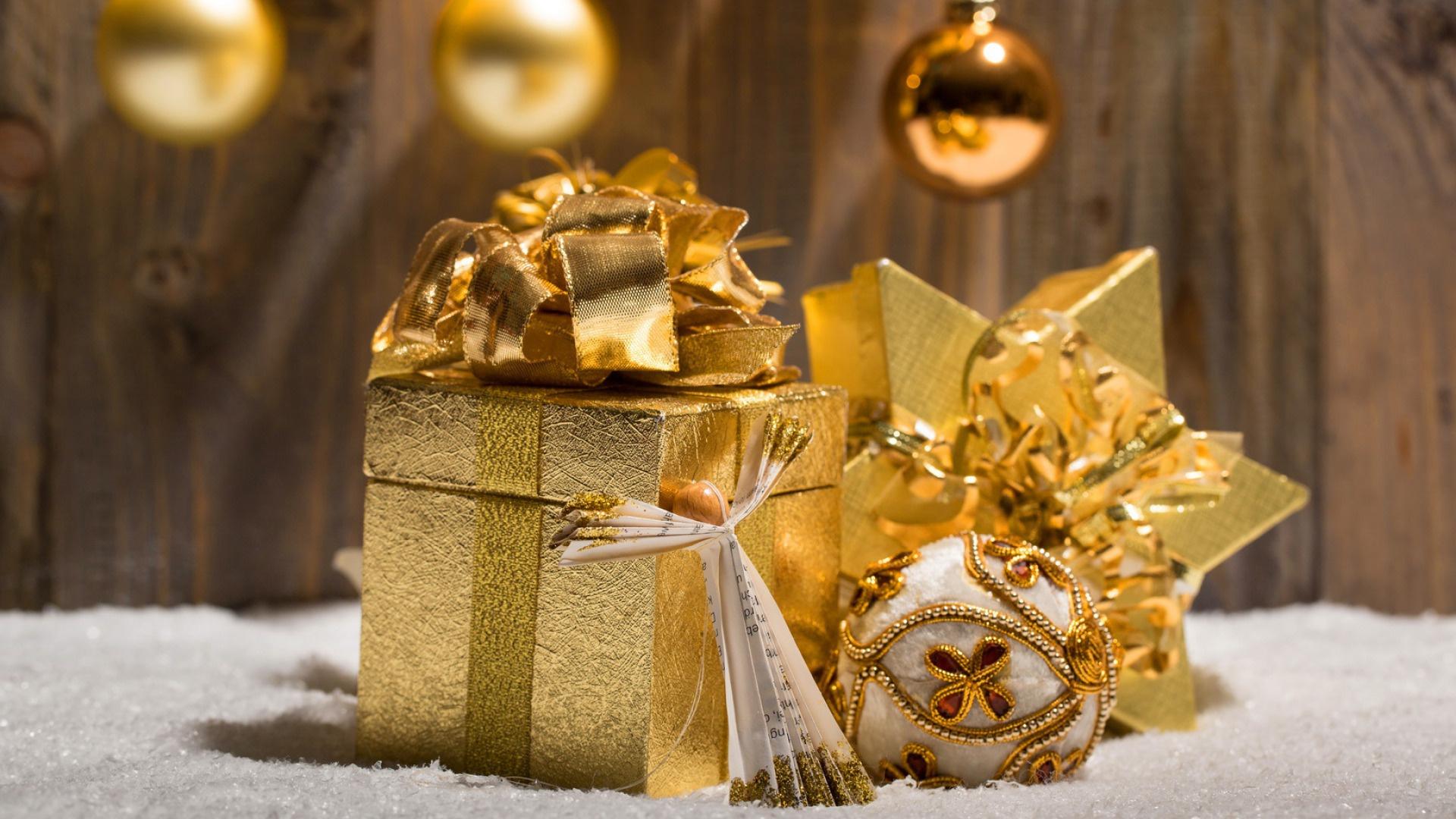 картинки новогодних шаров и подарков