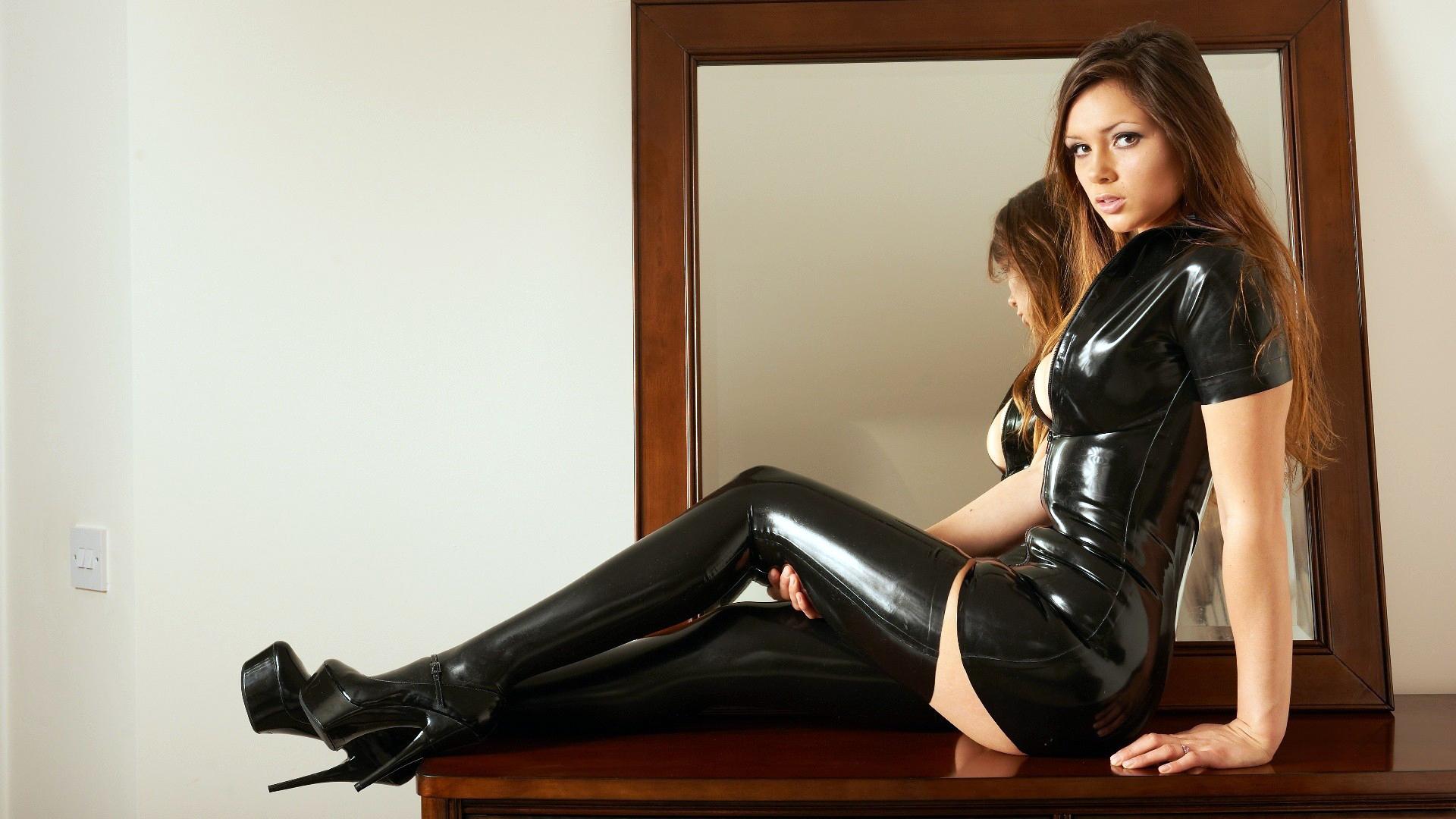 Brunette pornstar Nikki Daniels spreading pink pussy in long latex boots  507803