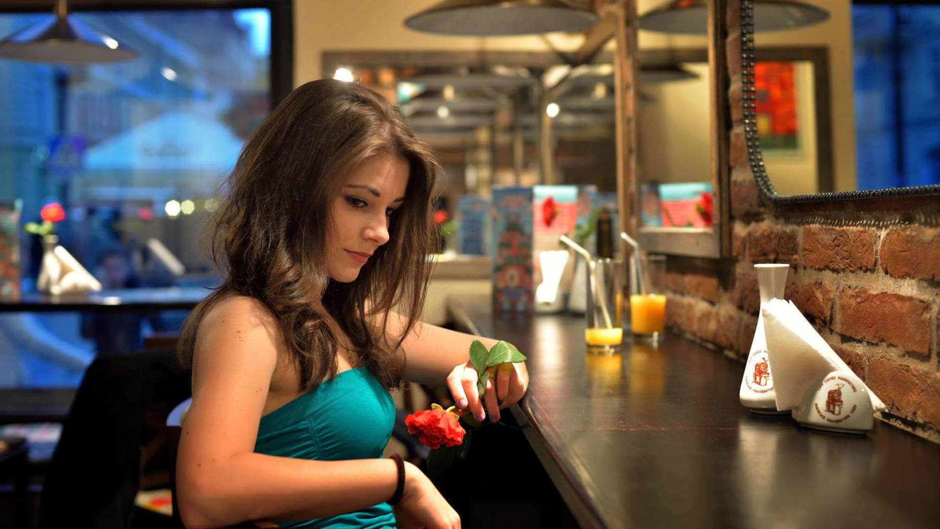 Фото русских девушек в кафе