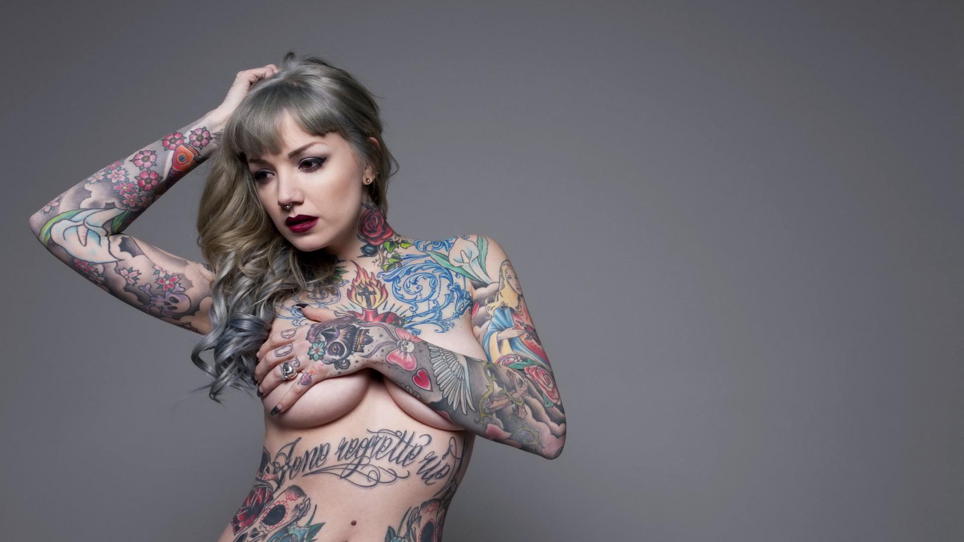 oboi-na-rabochiy-stol-tatuirovannie-devushki-erotika