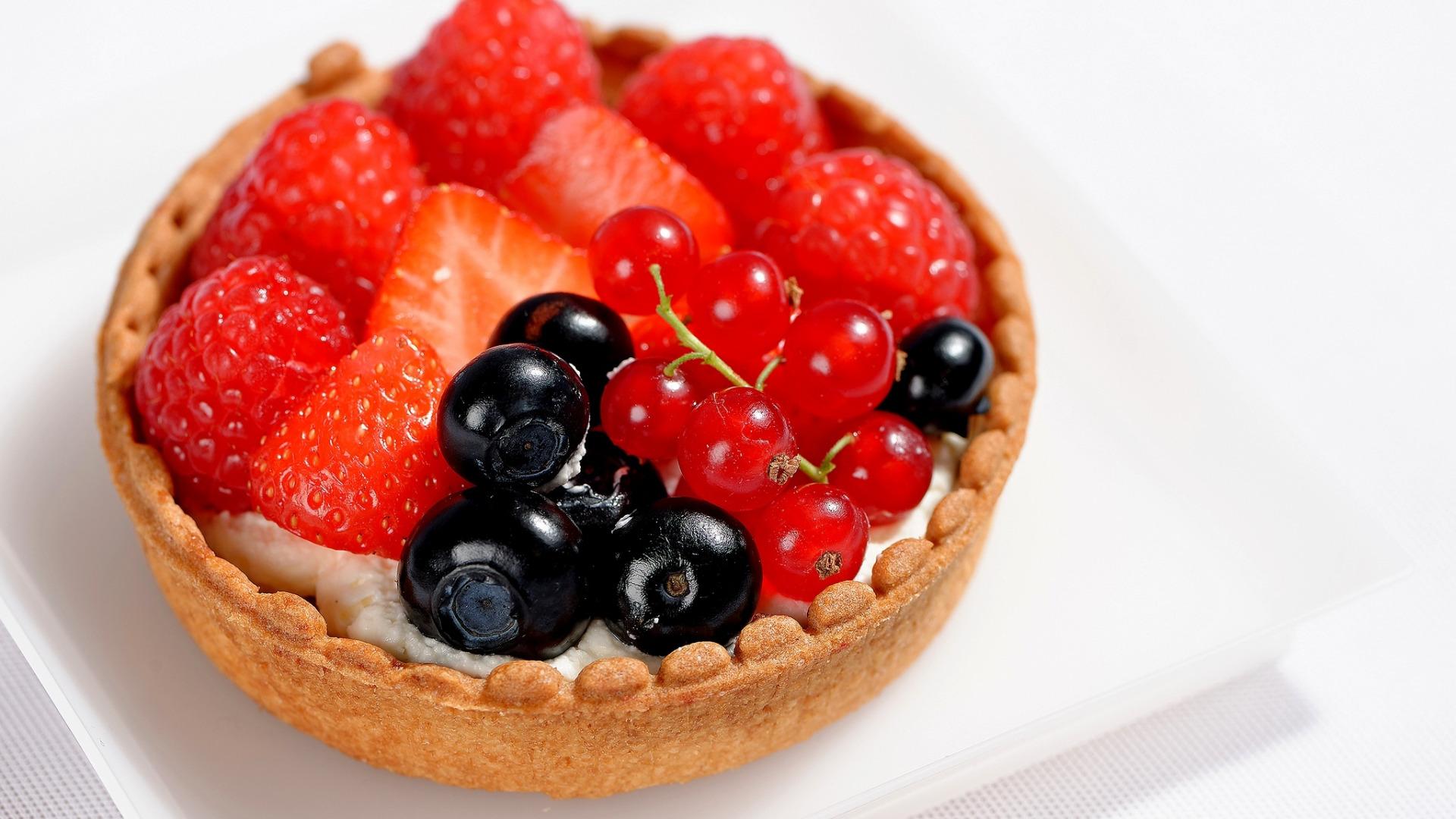 вариант пирожные с ягодами картинки неё