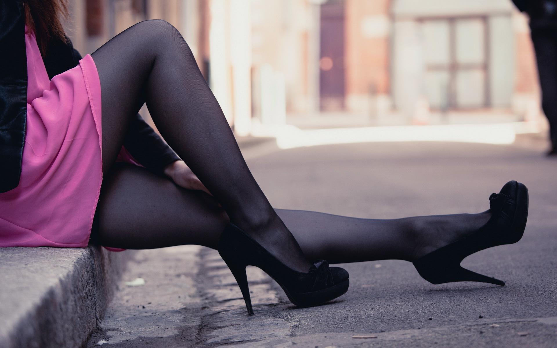 Девушки в колготках и туфлях @ m1bar.com