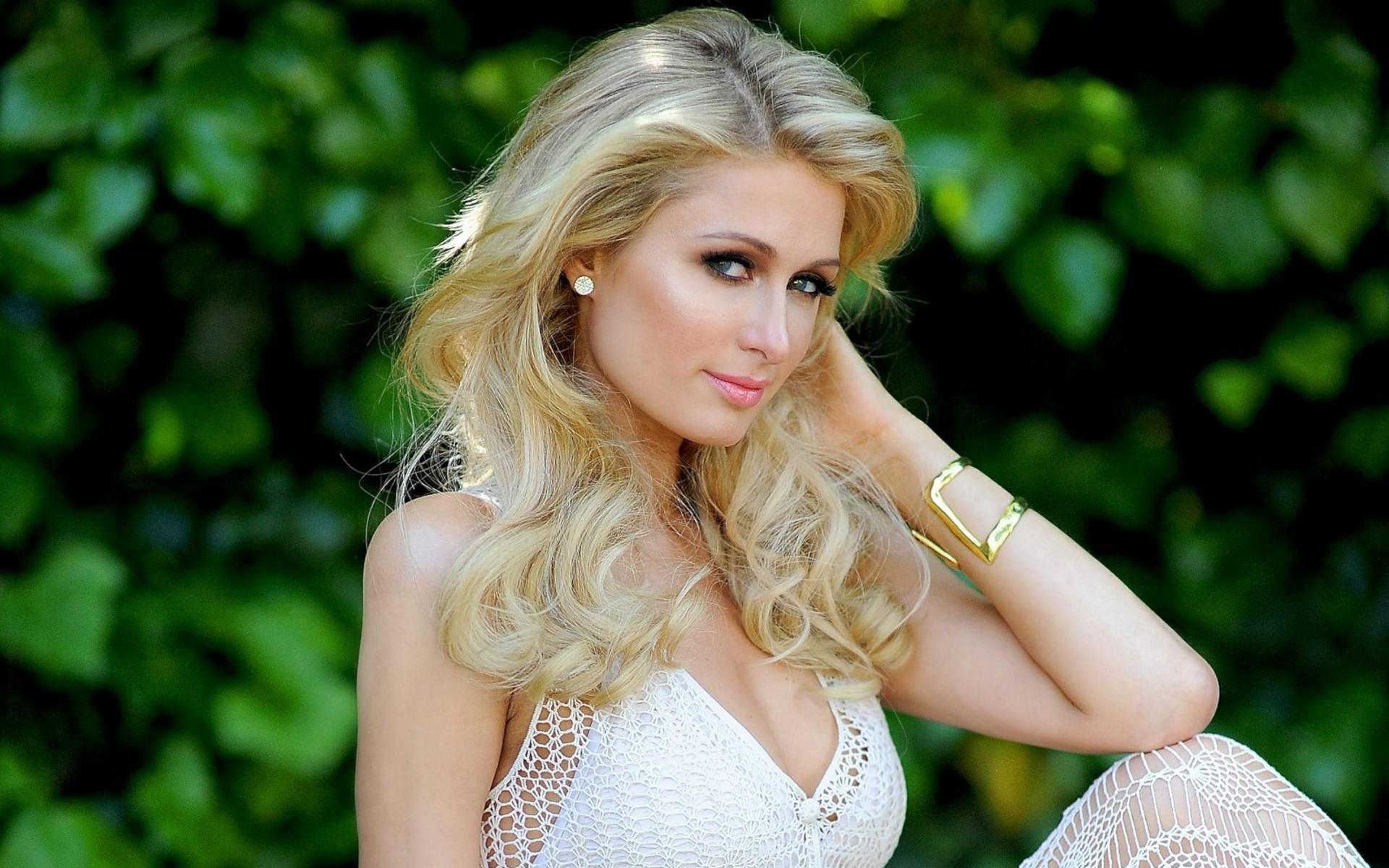 Гламурная американка блондинка