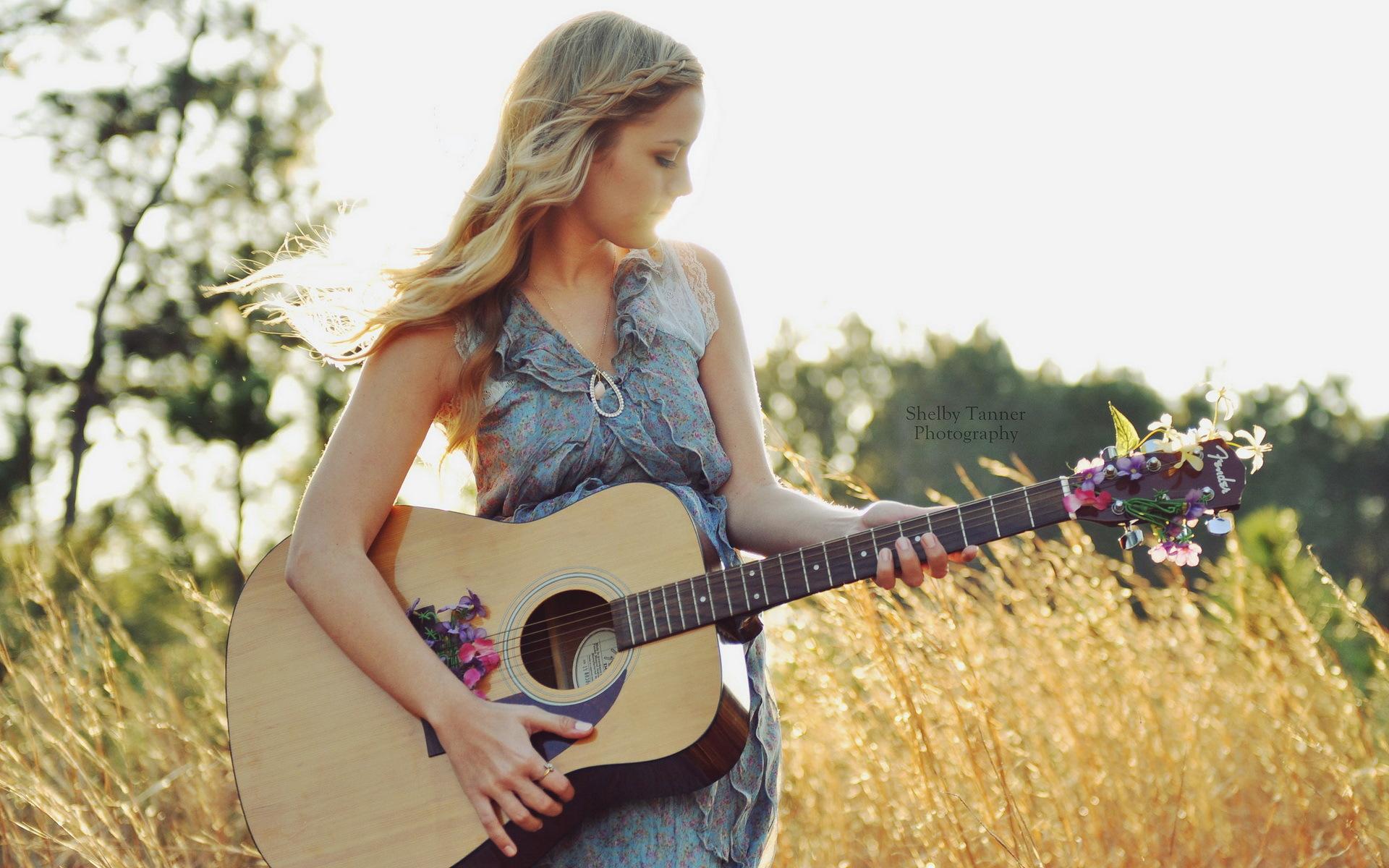 девушки гитара улыбка  № 465381 без смс