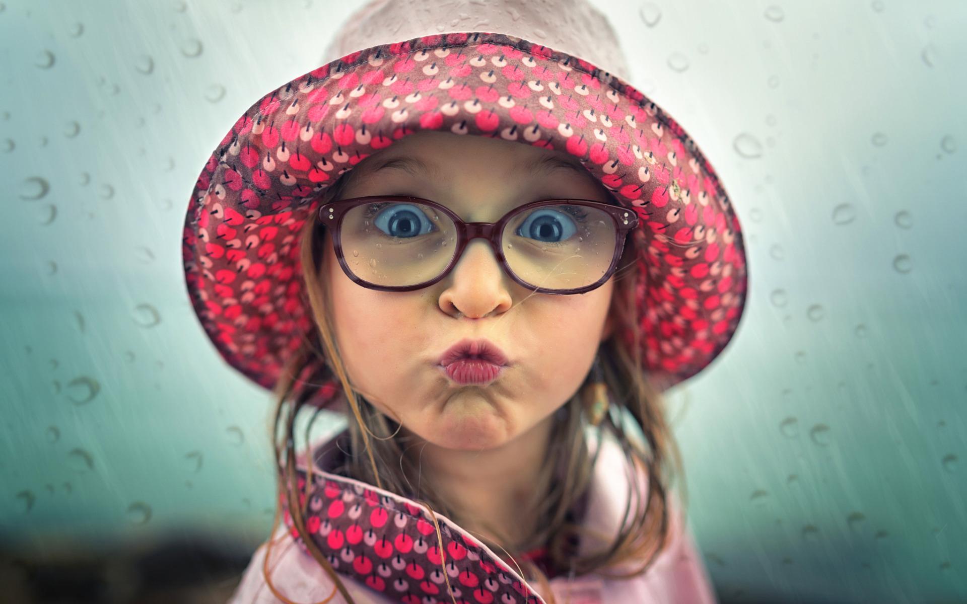 Смешную картинку маленькой девочки, солнце ладошке