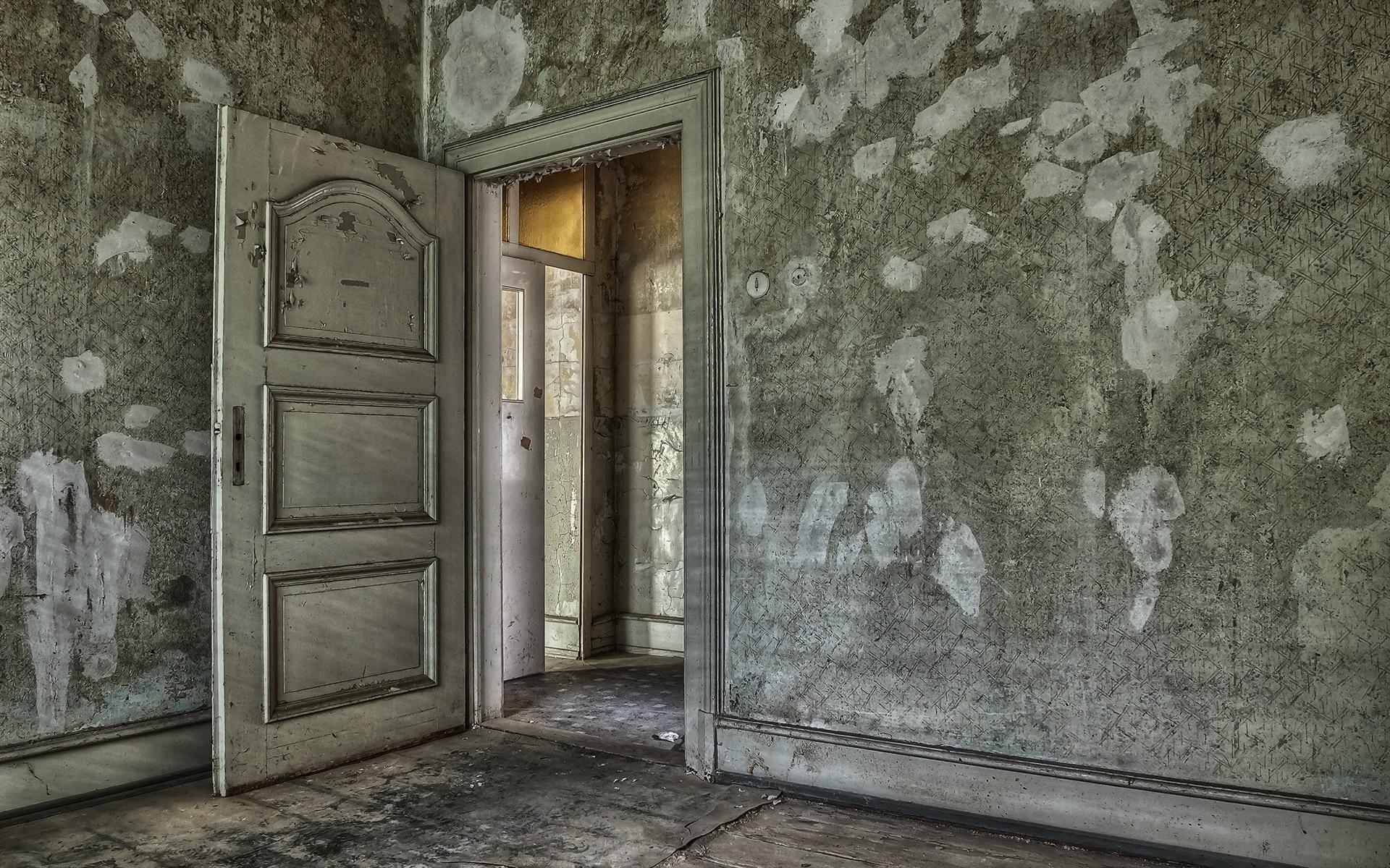 девочек комната с дверями на картинке николаевич просто
