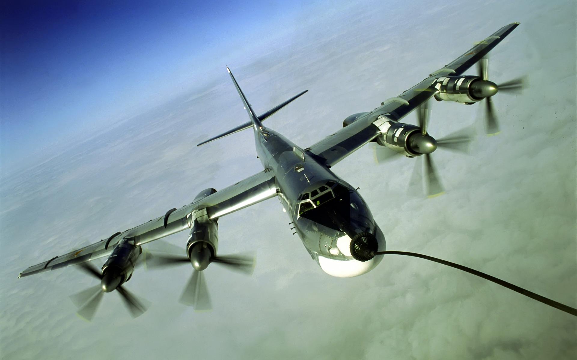 Дозаправка бомбардировщика  № 2370530  скачать