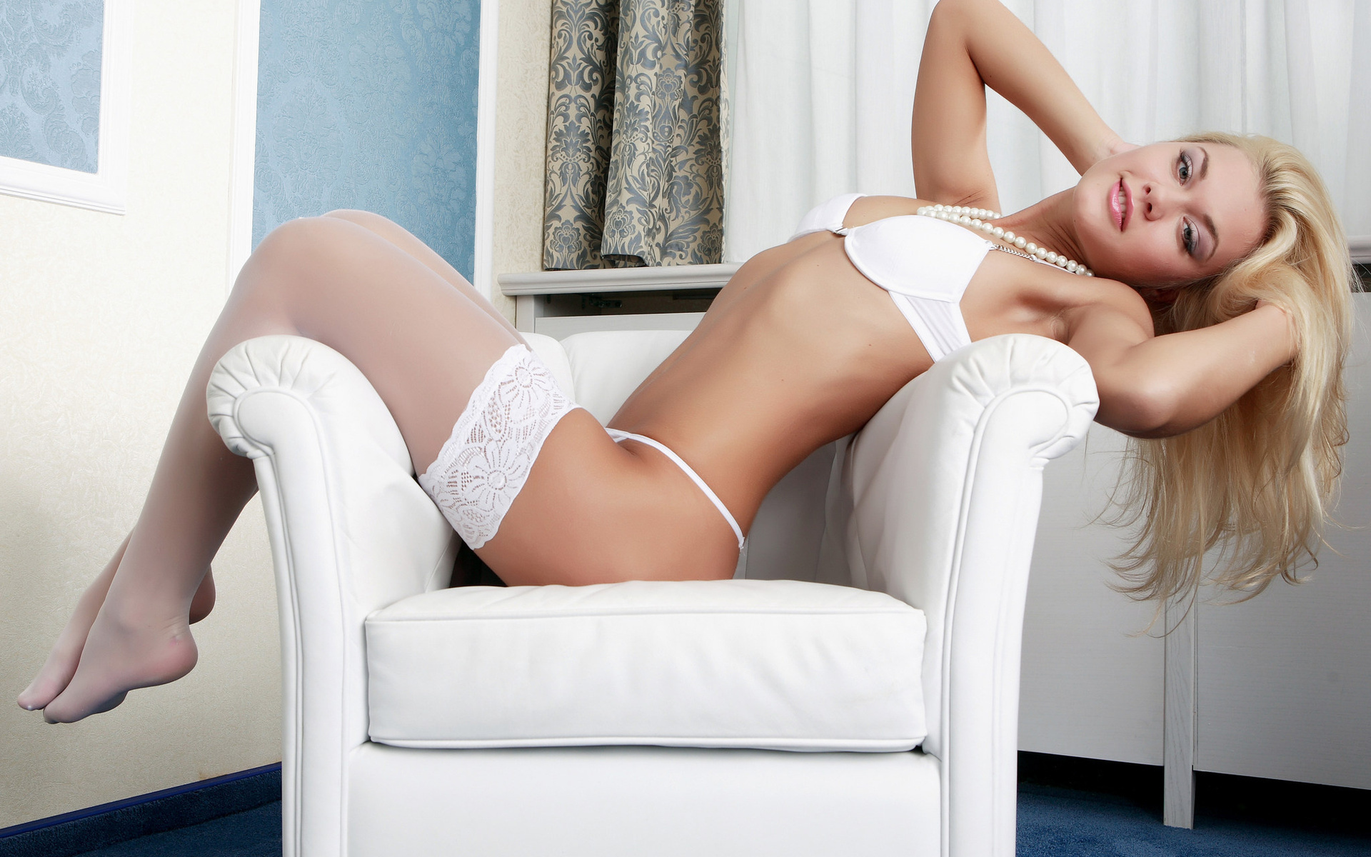 Foxy blonde sugar with neat fanny getting rid of her lacy white lingerie № 35649 загрузить