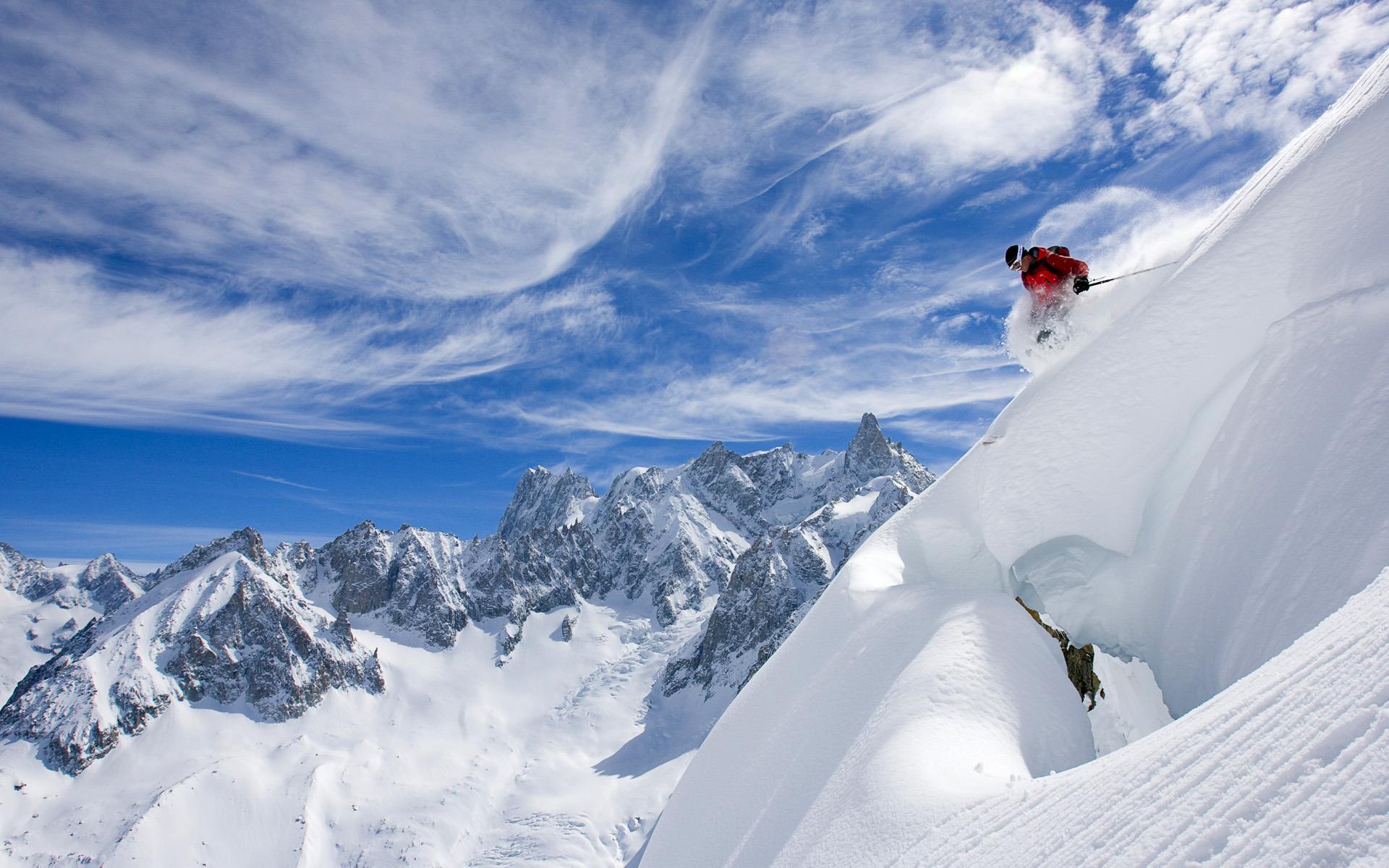 поздравление где то высоко в горах кто похоронен