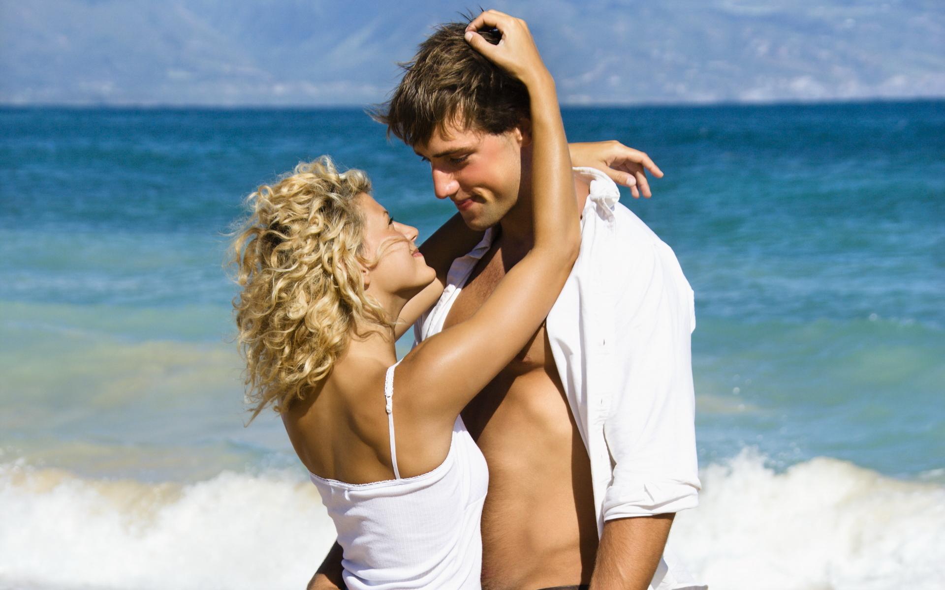 Теплое, картинки красивые влюбленных пар на море