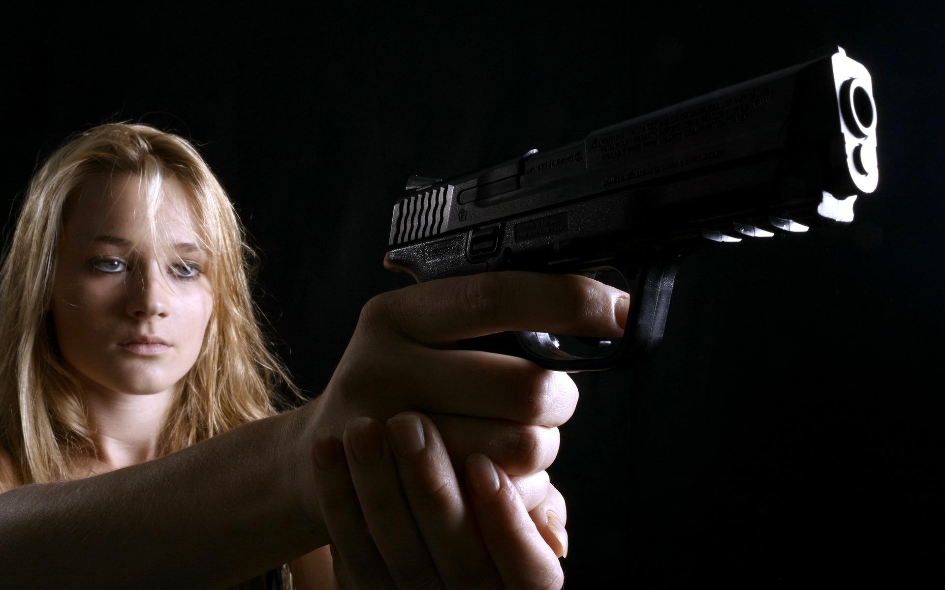 владимира картинки револьвер в руках наши