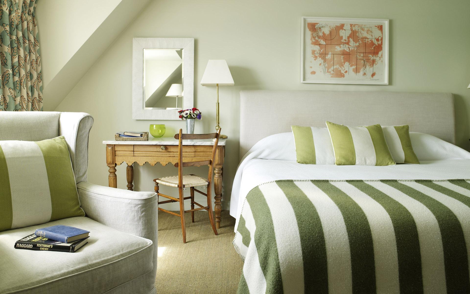 Интерьер спальня комната кровать  № 3537184  скачать