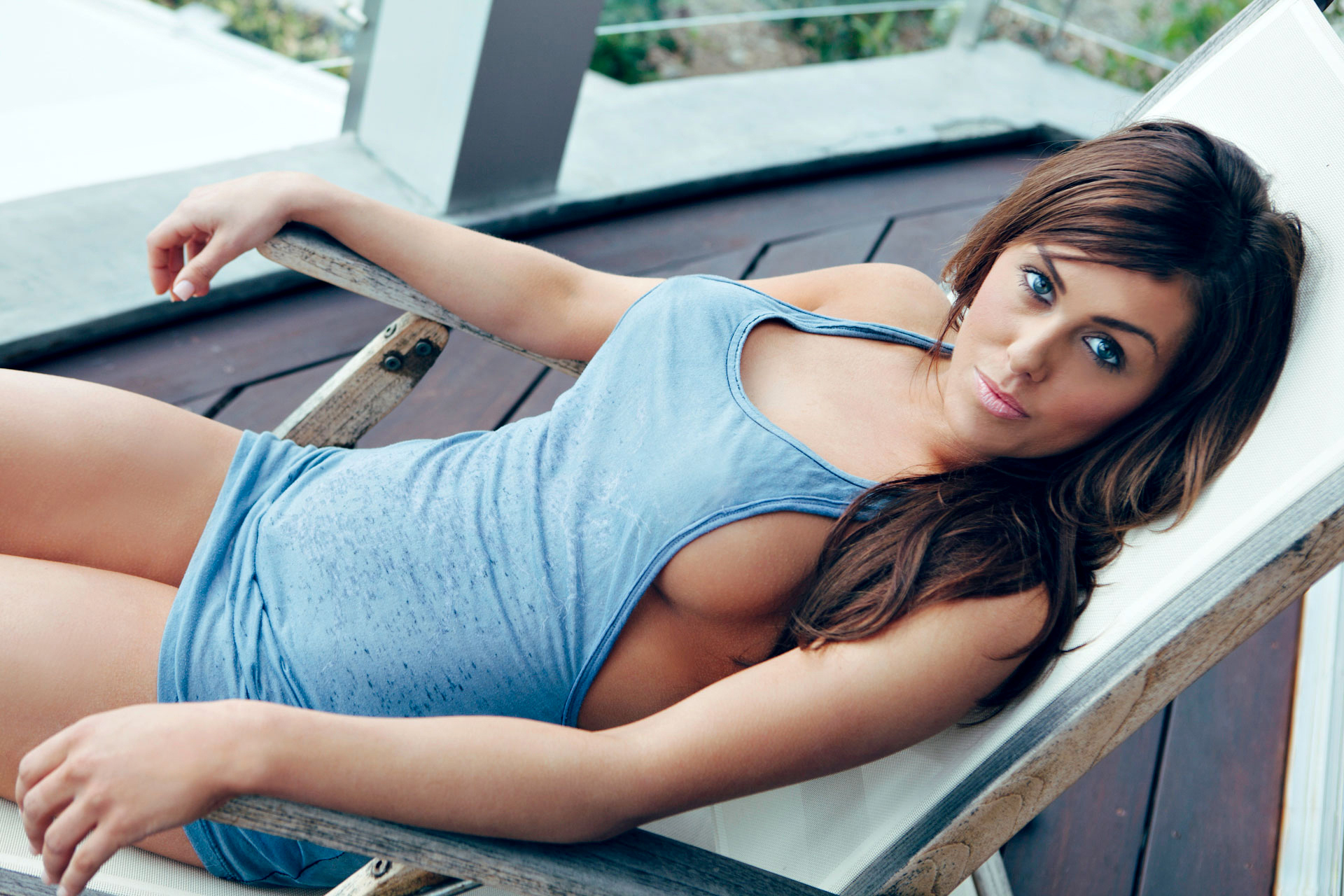 Teen babe danielle lets her