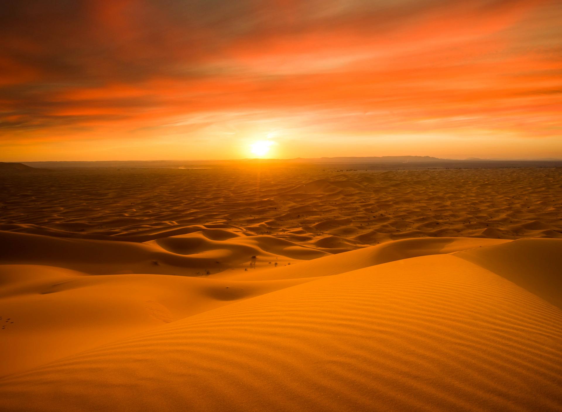 мной, следуя фотографии восхода солнца в пустыне ошибиться было сложно