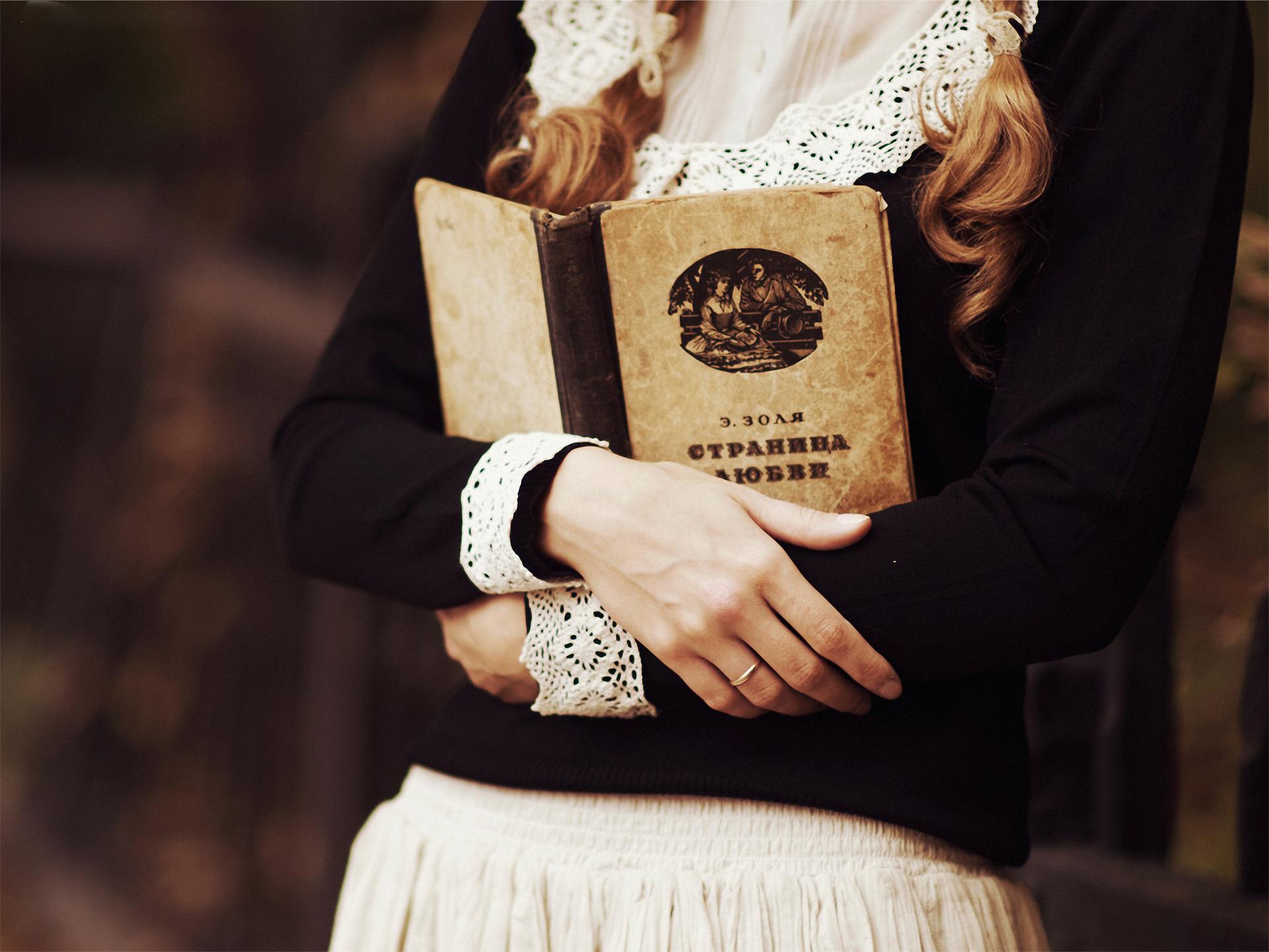 продаже фотосессия с книгой в руках большими членами или