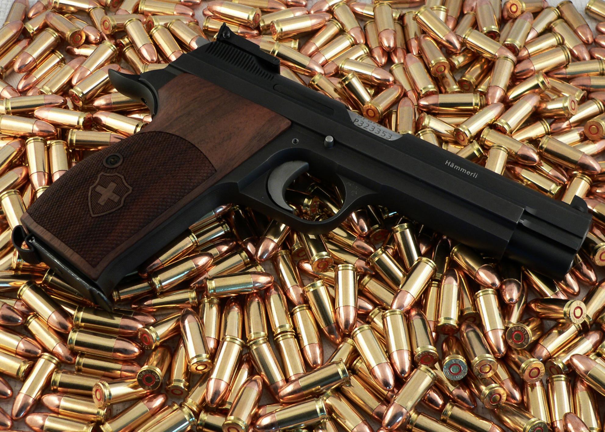 Картинки много пистолетов