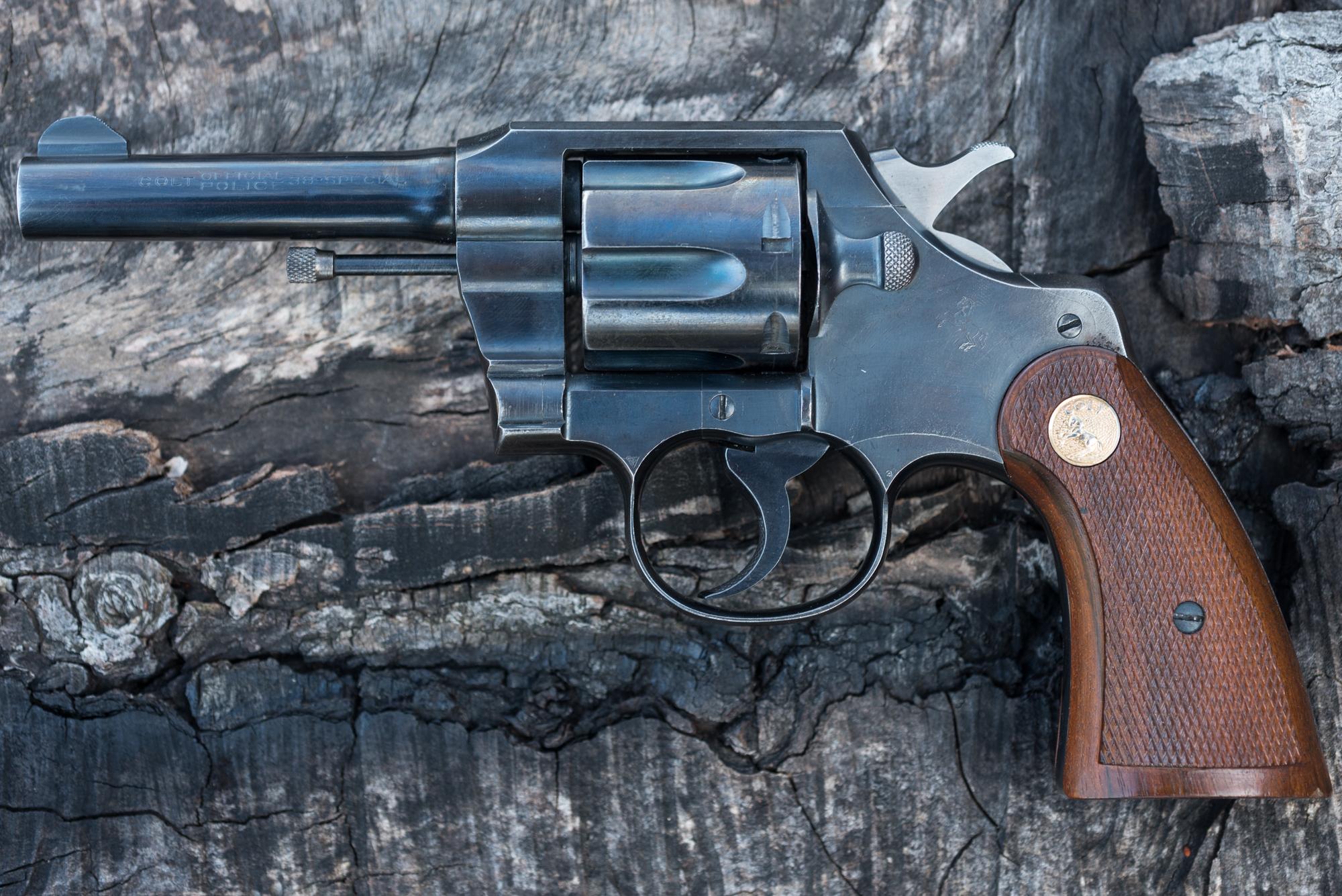 Фото обычного черного ствола револьвера