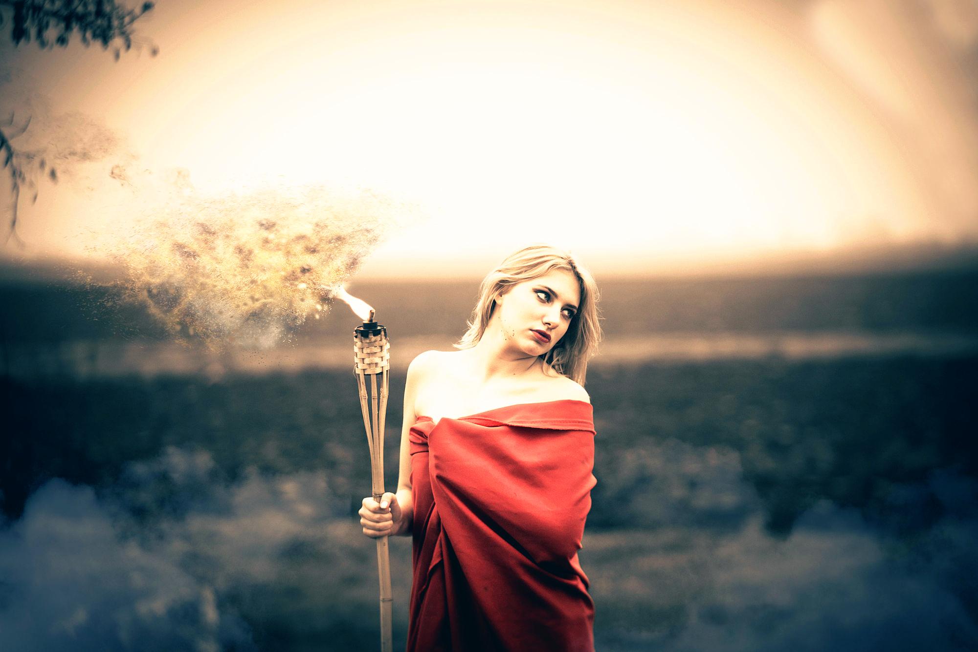 Картинки девушка и факел