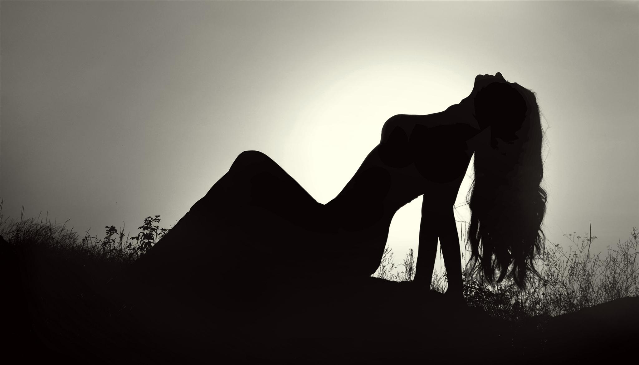 Картинки черно-белые девушки с тенью