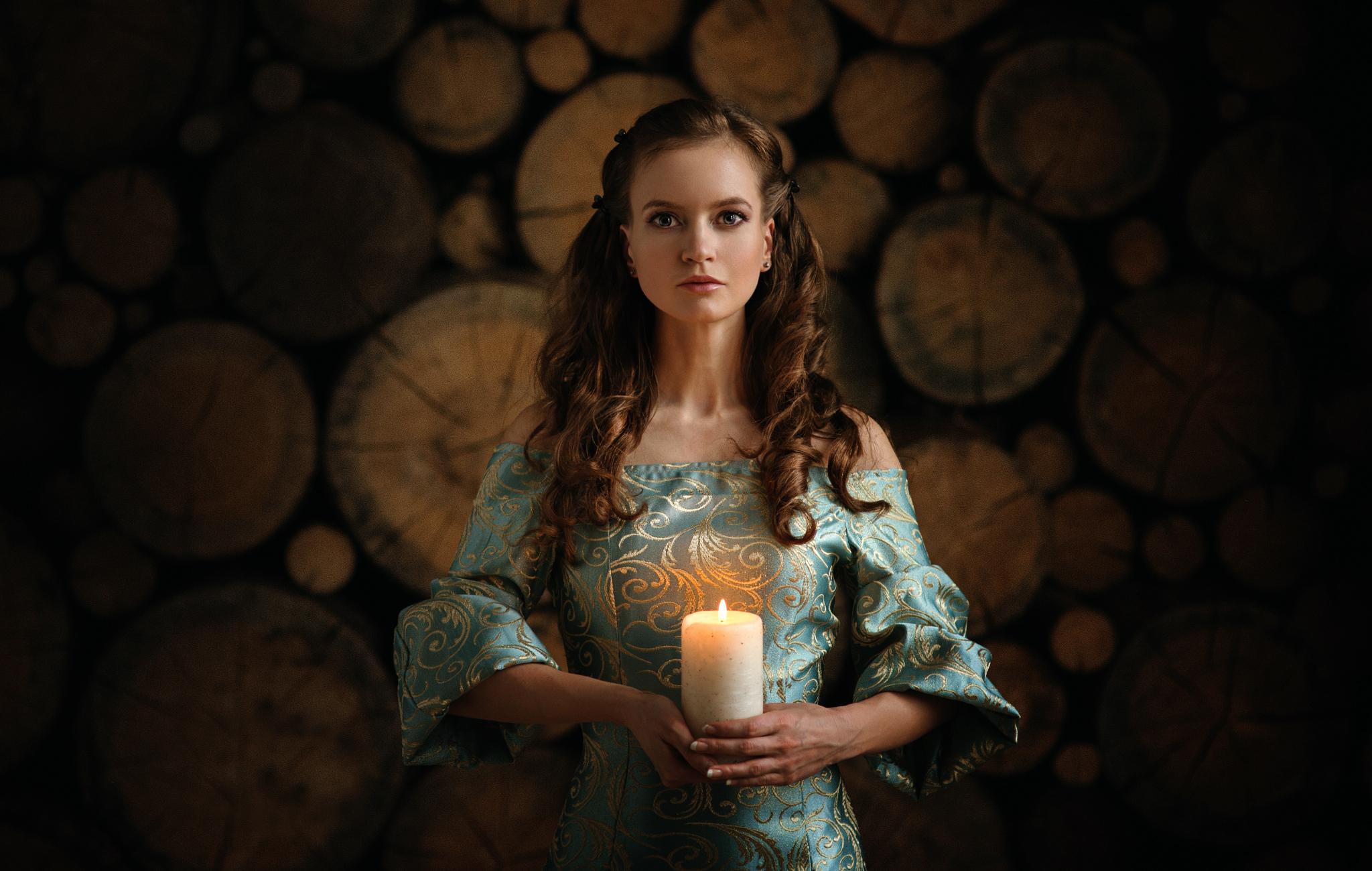 девушка свечи дерево  № 1505247 без смс