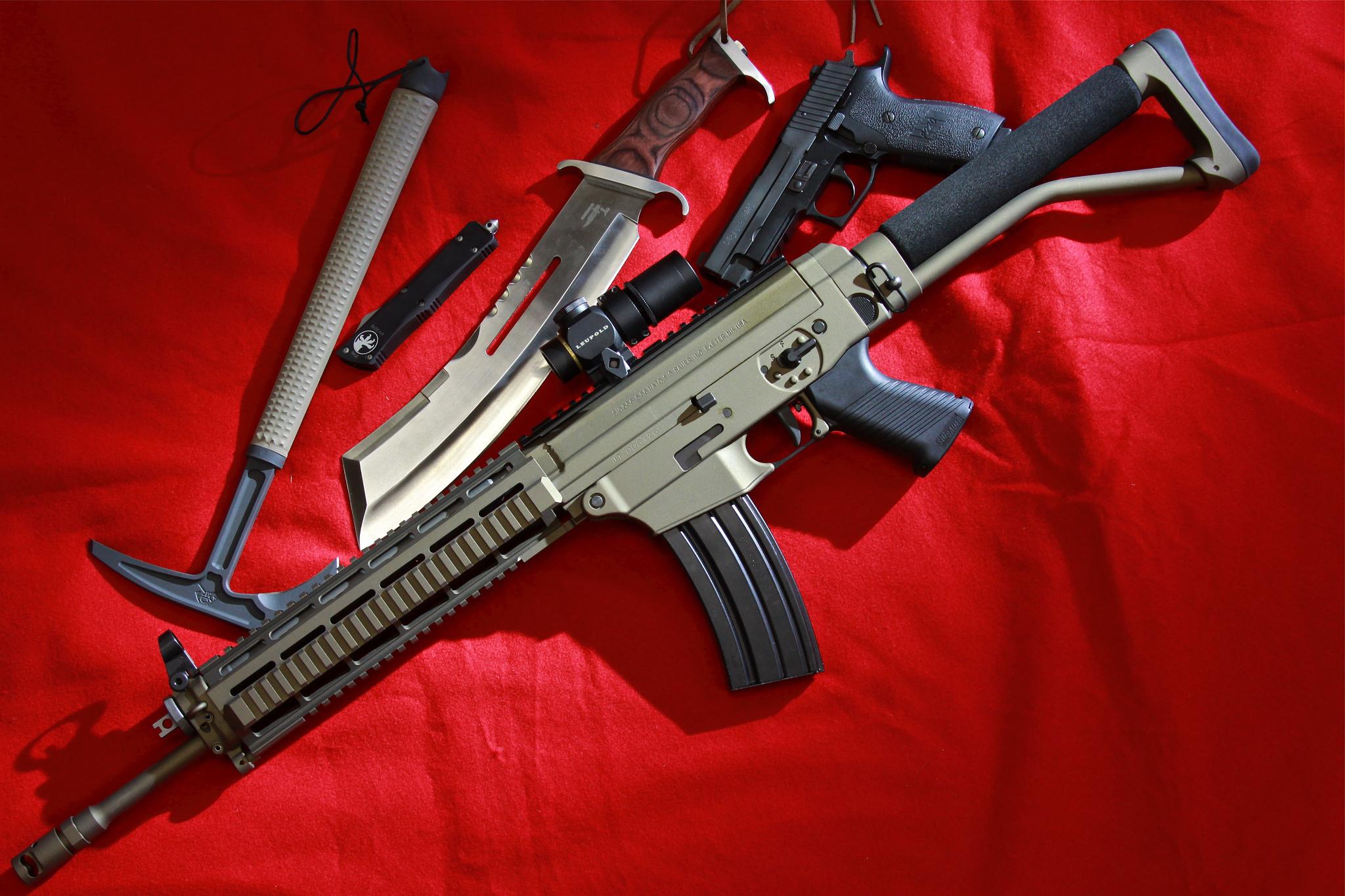Автомат, нож и пистолет  № 3464994 загрузить