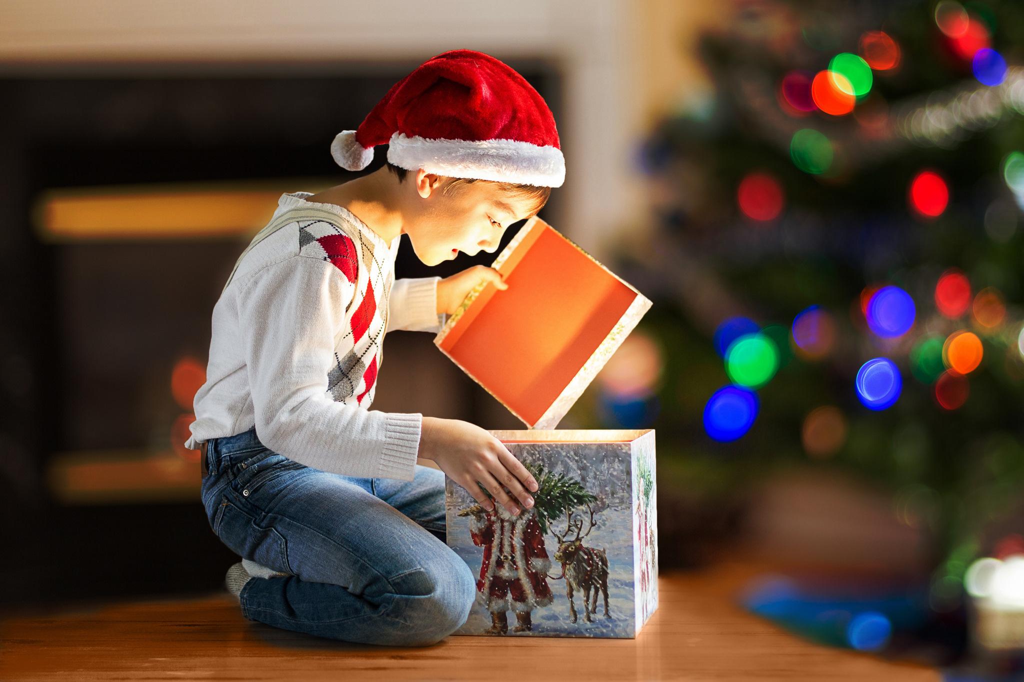 Новогодний подарок ребенку фото