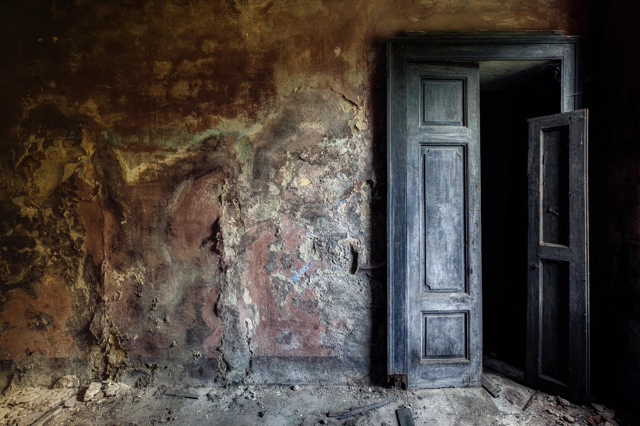 Картинка комната дверь