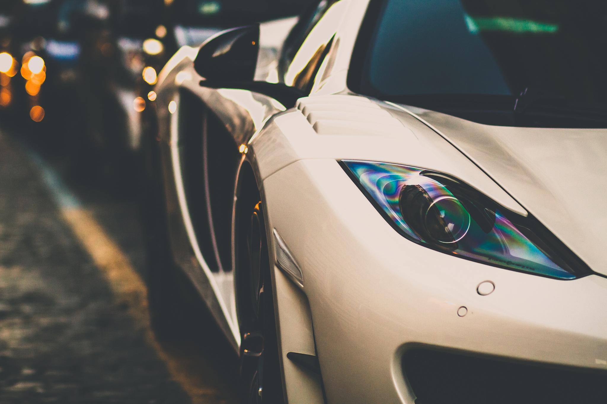 белый спортивный автомобиль mclaren white sports car  № 996112  скачать