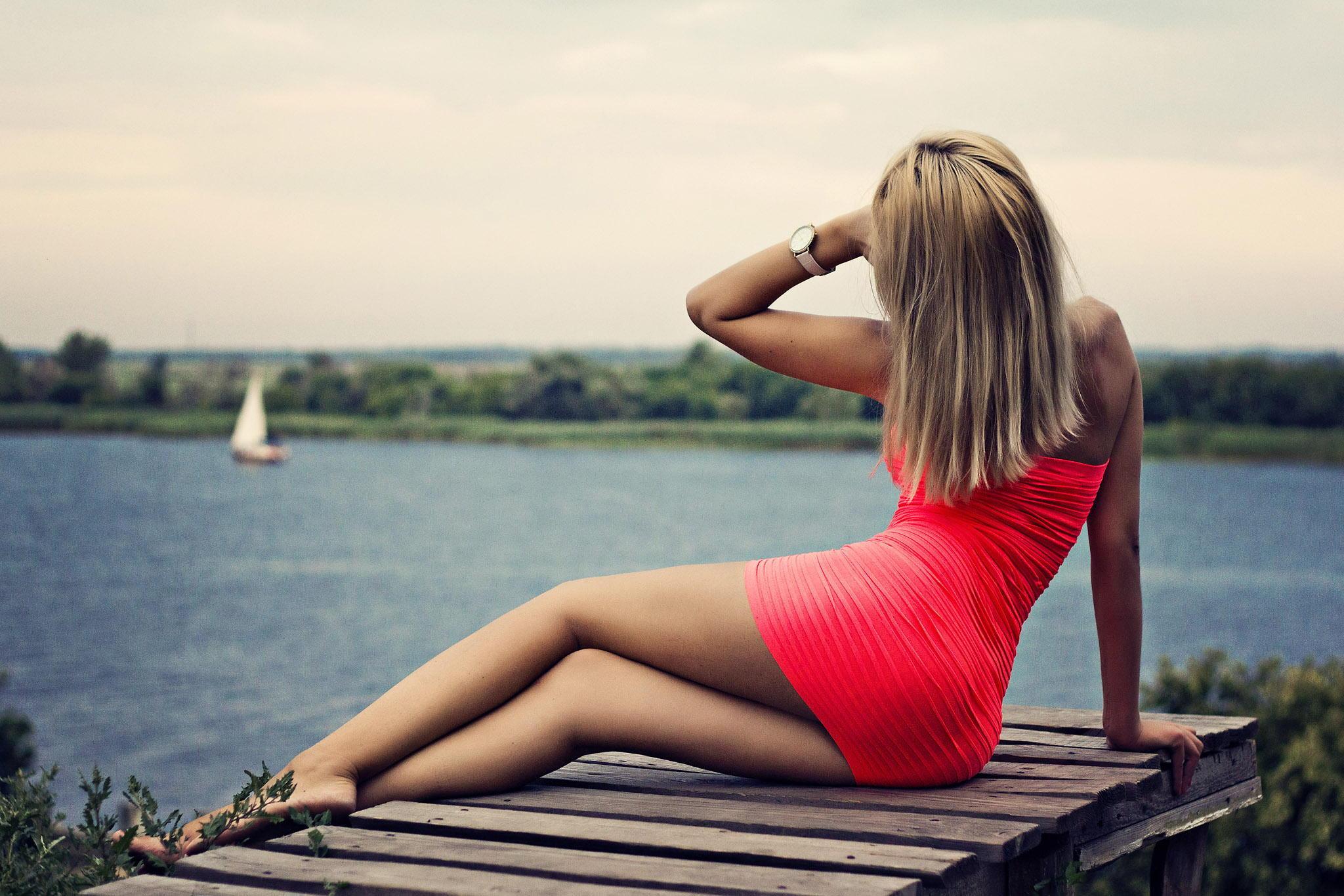 Фото девушек шатенок со спины с парнем 15 фотография