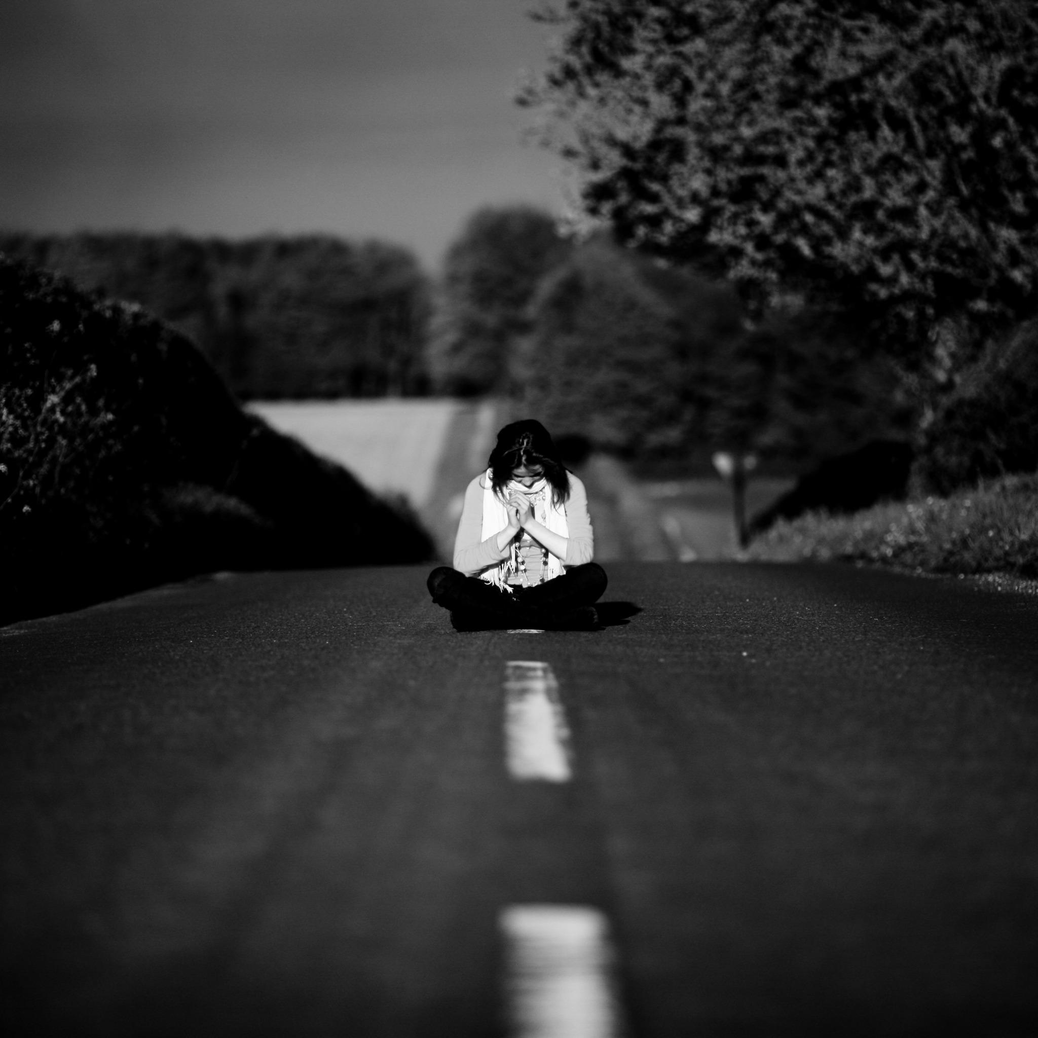 Открытки день, картинки с надписями про грусть и одиночество