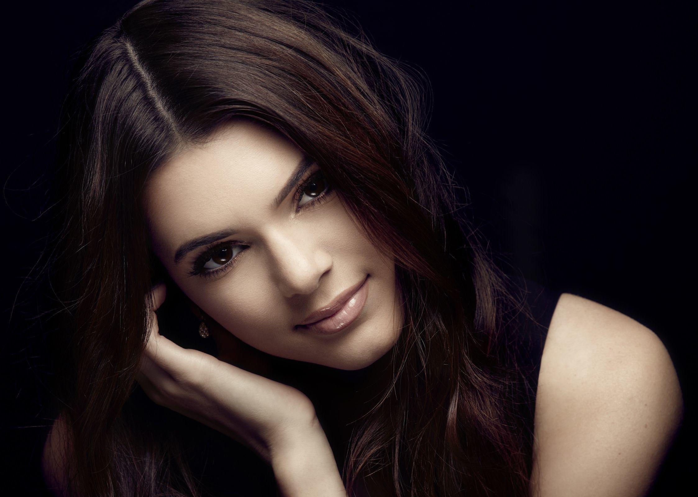Картинка девушки самой красивой брюнетки