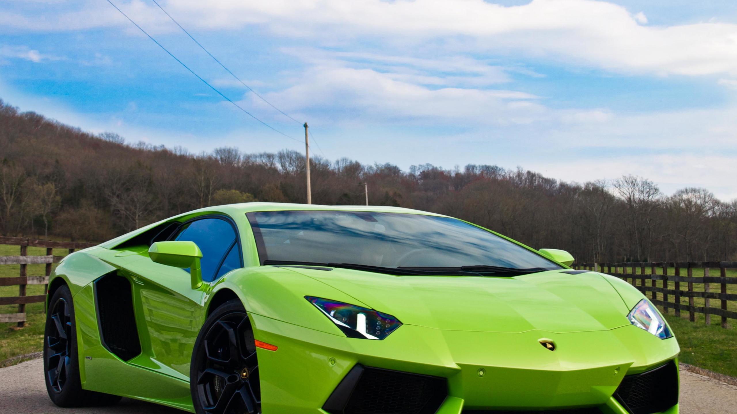 спортивный зеленый автомобиль Lamborghini  № 2996359 без смс