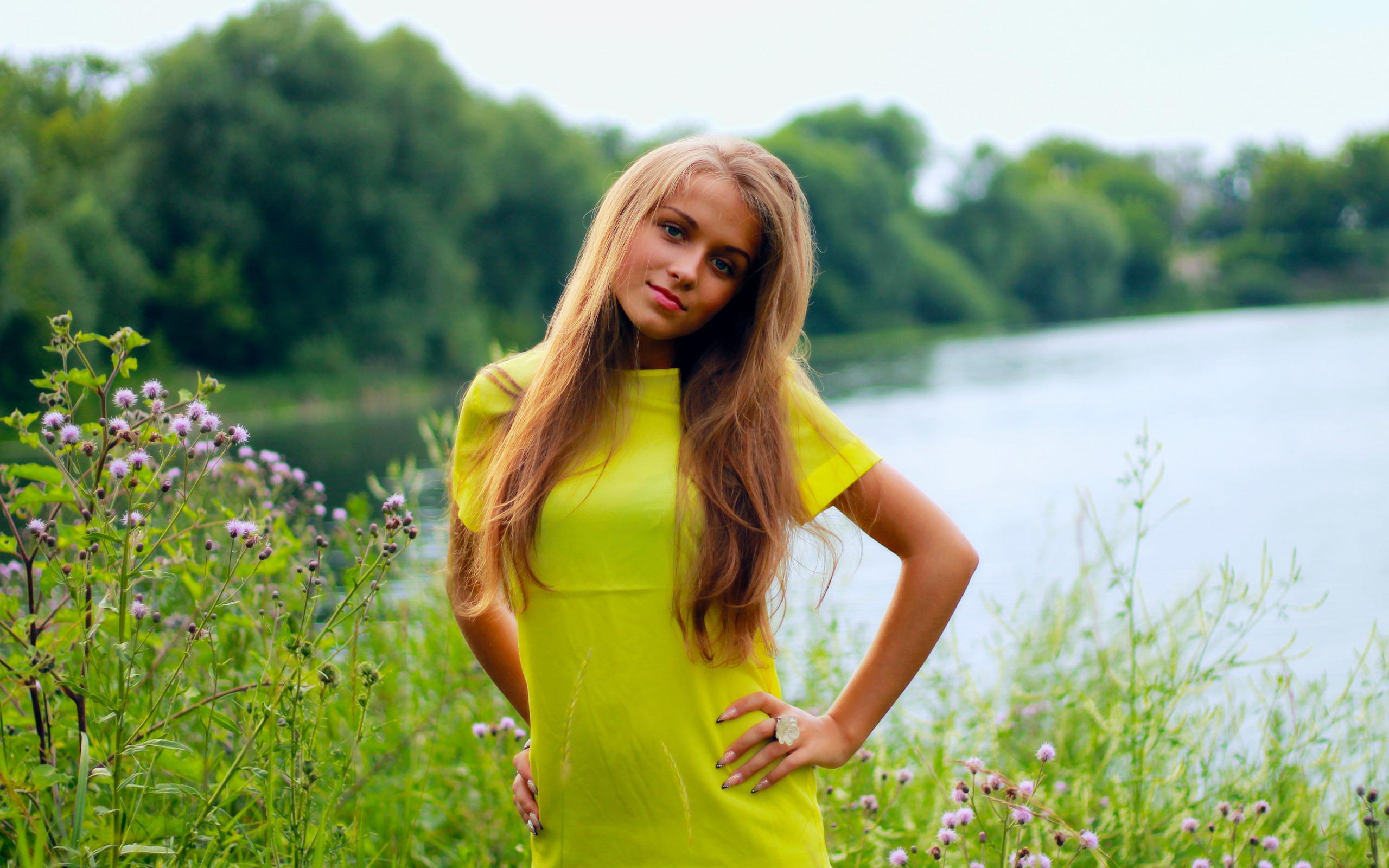 Видео девок летом