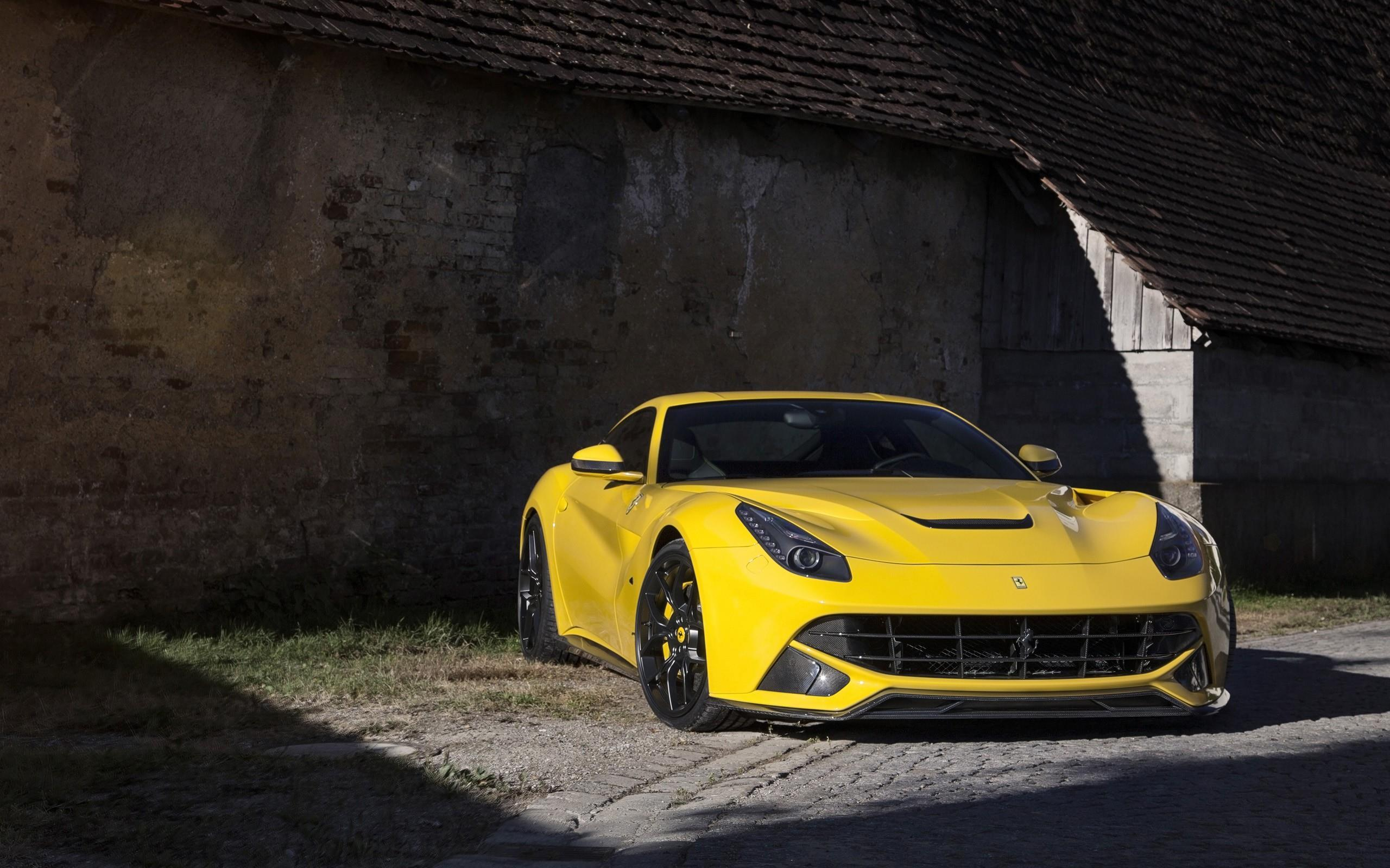 желтый спортивный автомобиль Ferrari F12 Berlinetta Wheelsandmore  № 1564400 бесплатно