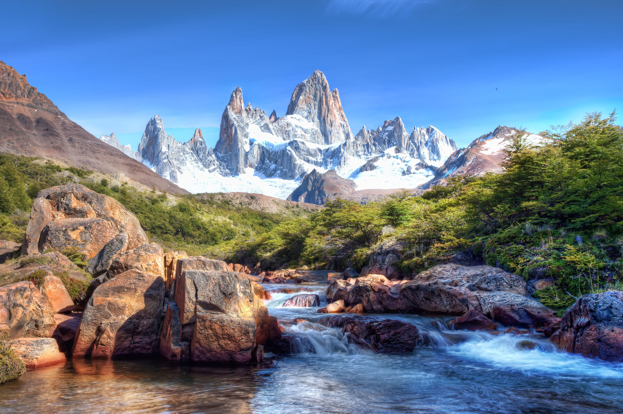природа река горы скалы деревья облака  № 3796695 бесплатно