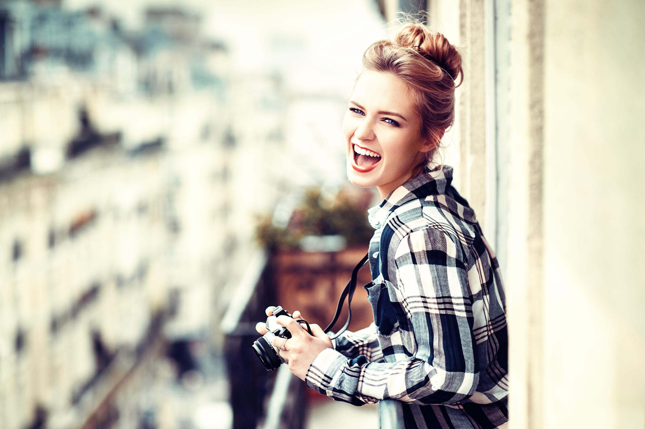 Красивые девушки смеются картинки