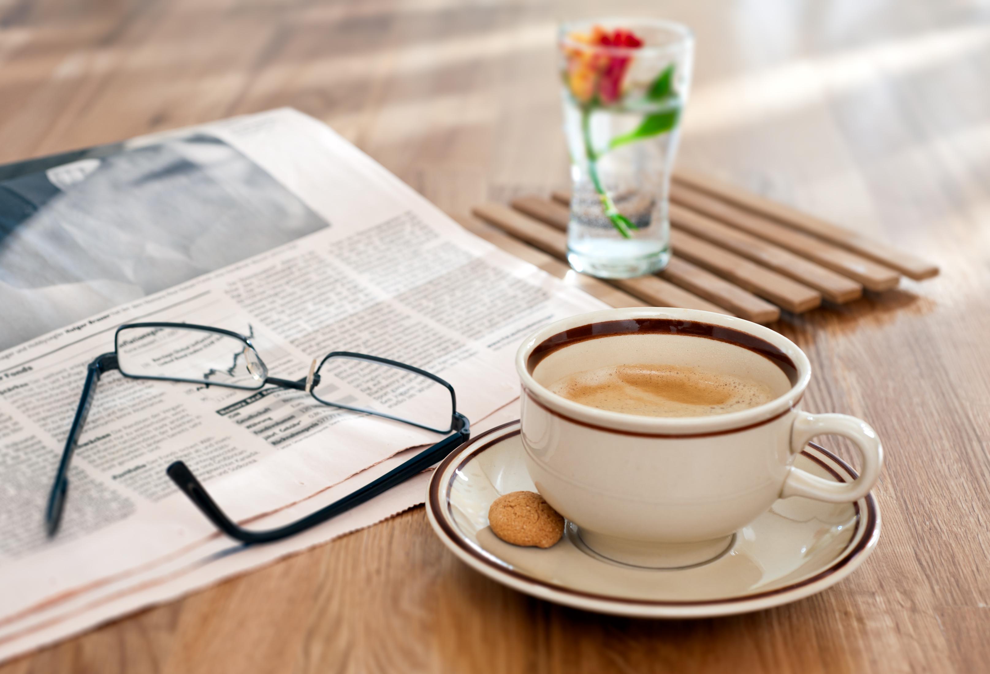 оформления картинки с кофе и газетой челку выбрали, она