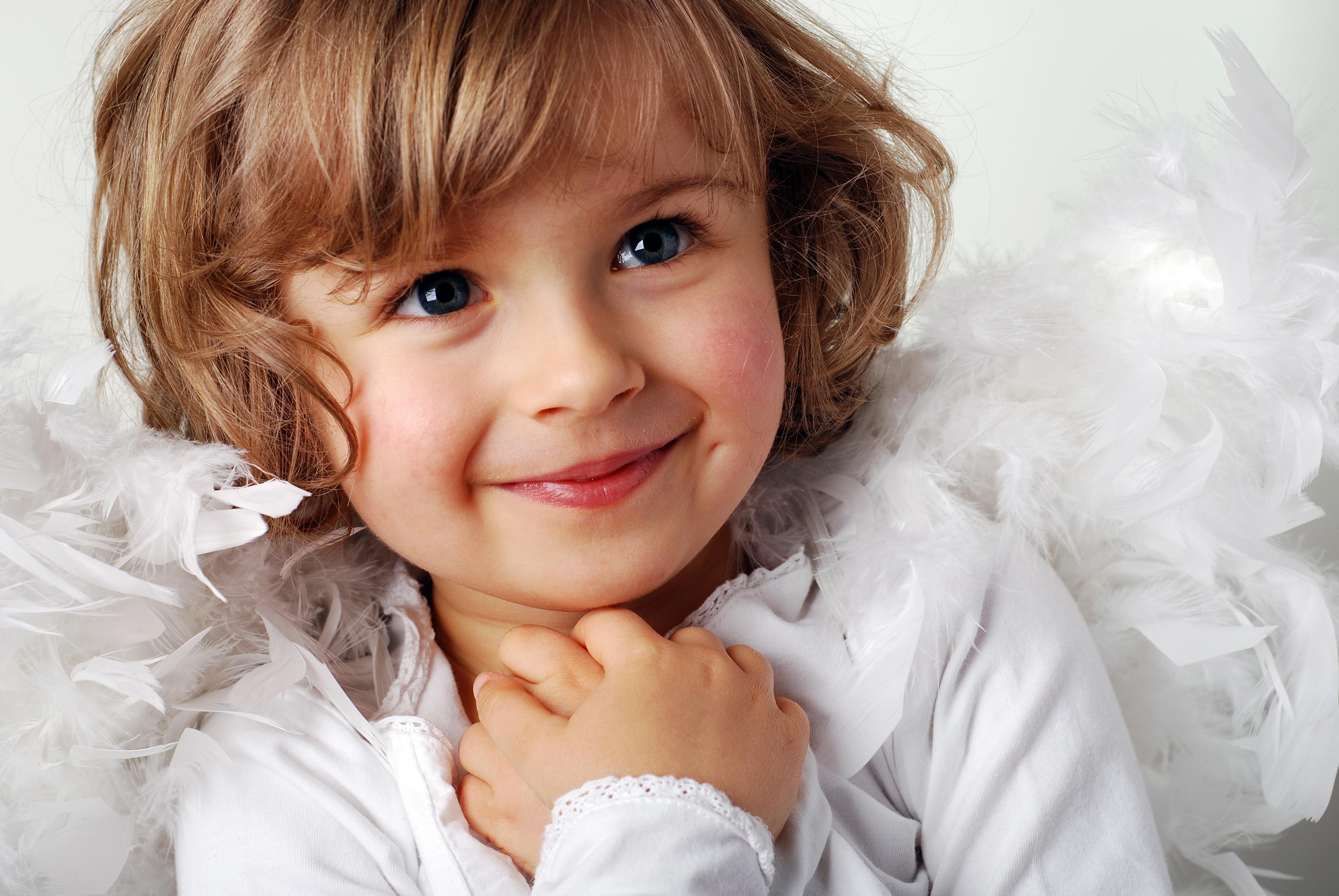 happy little girl - HD1920×1285