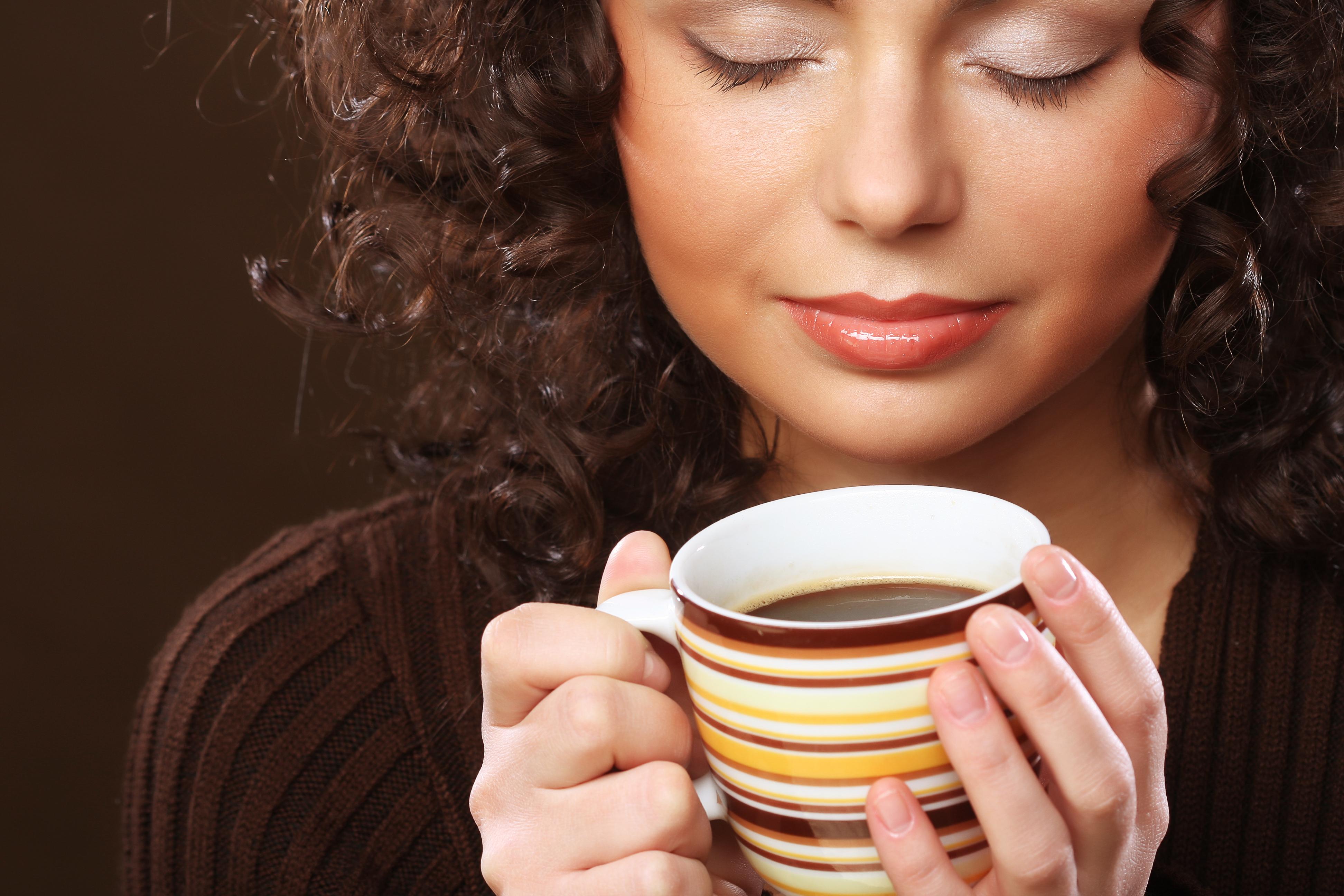 всё картинки с большой чашкой кофе для валентины число россиян исповедуют