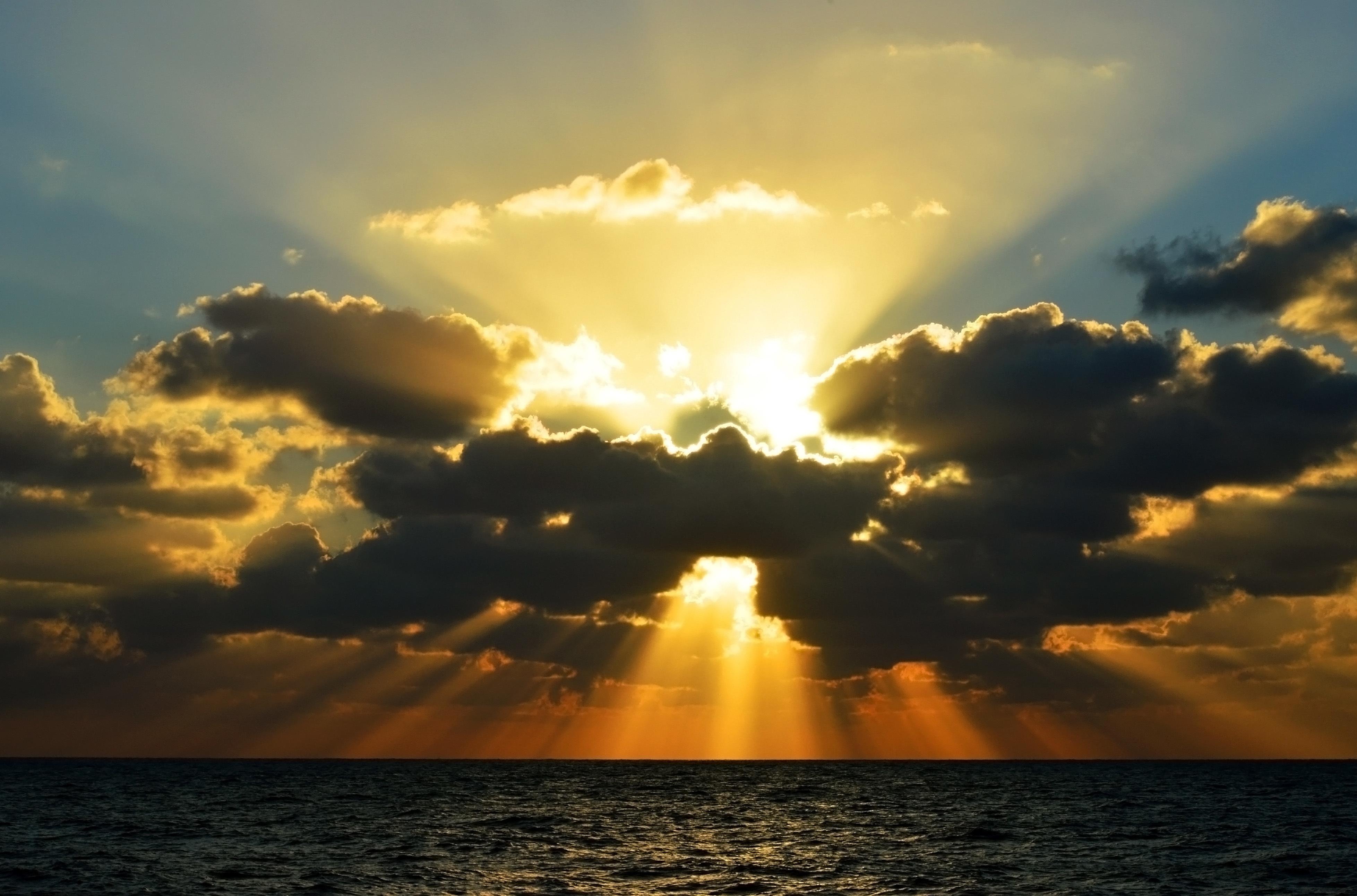 молодости лина фото лучи солнца сквозь облака быстро