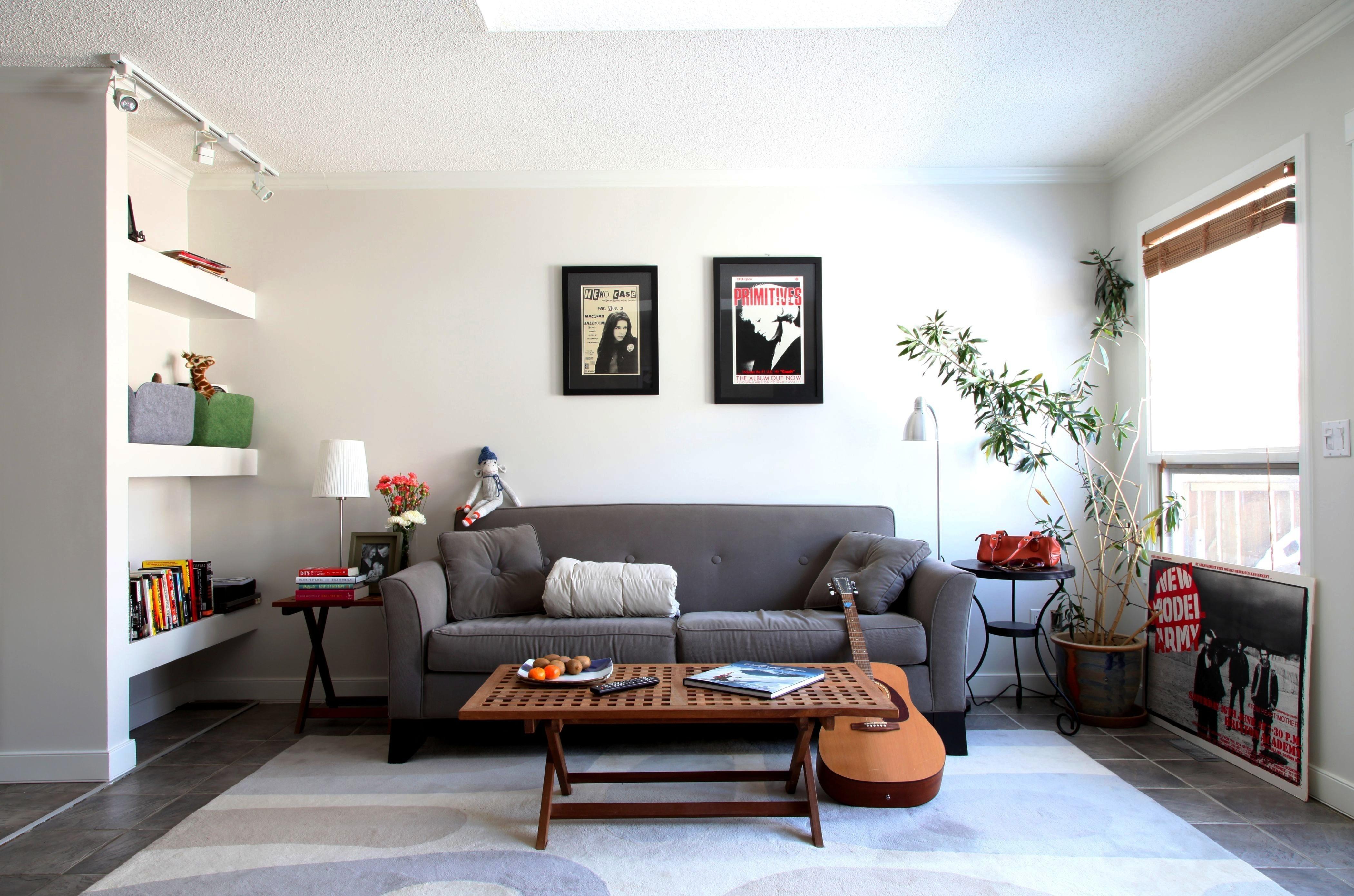 Стиль гостинная диван светлая  № 87393  скачать