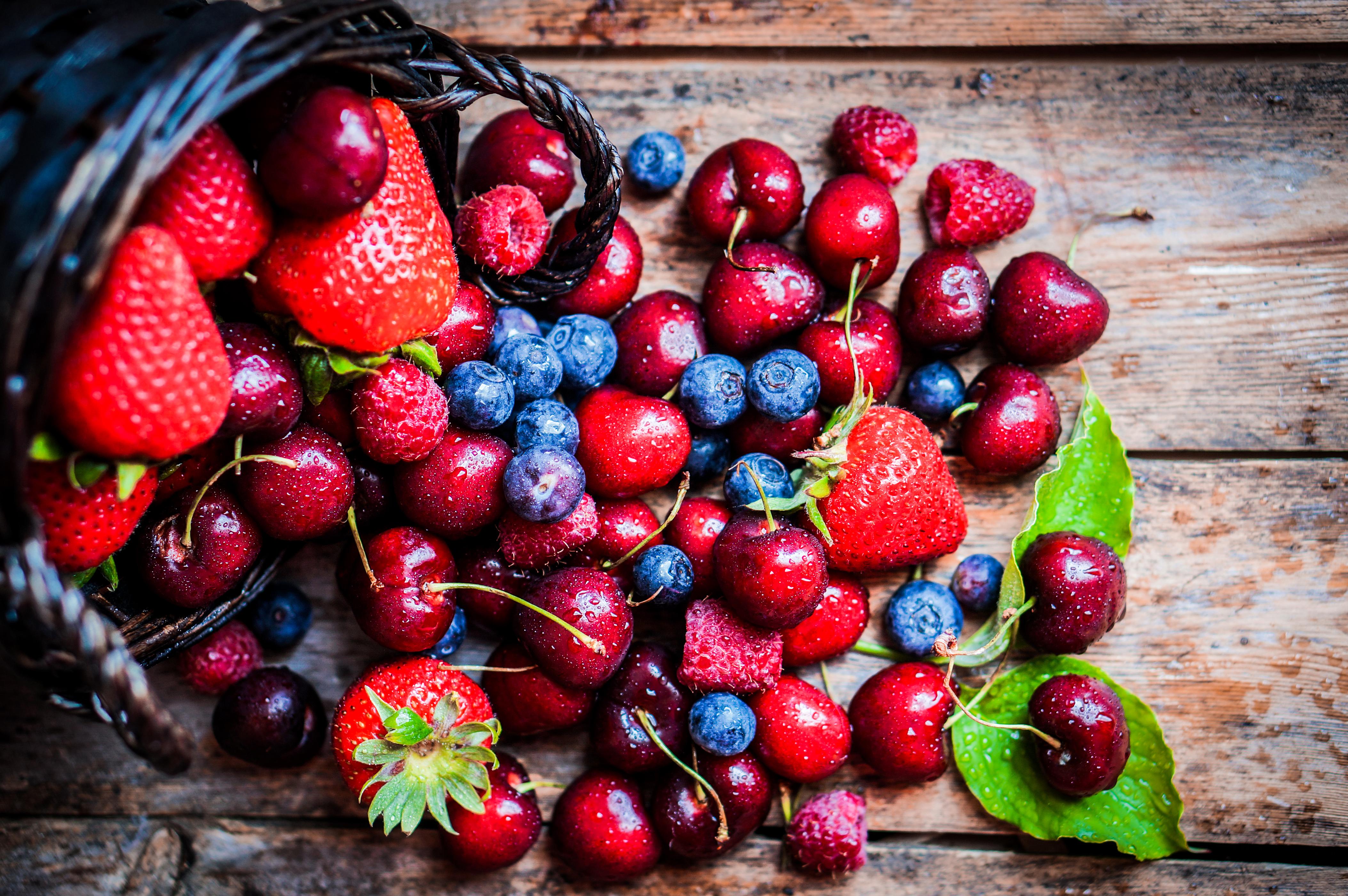 лесные ягоды в брызгах картинка лучший