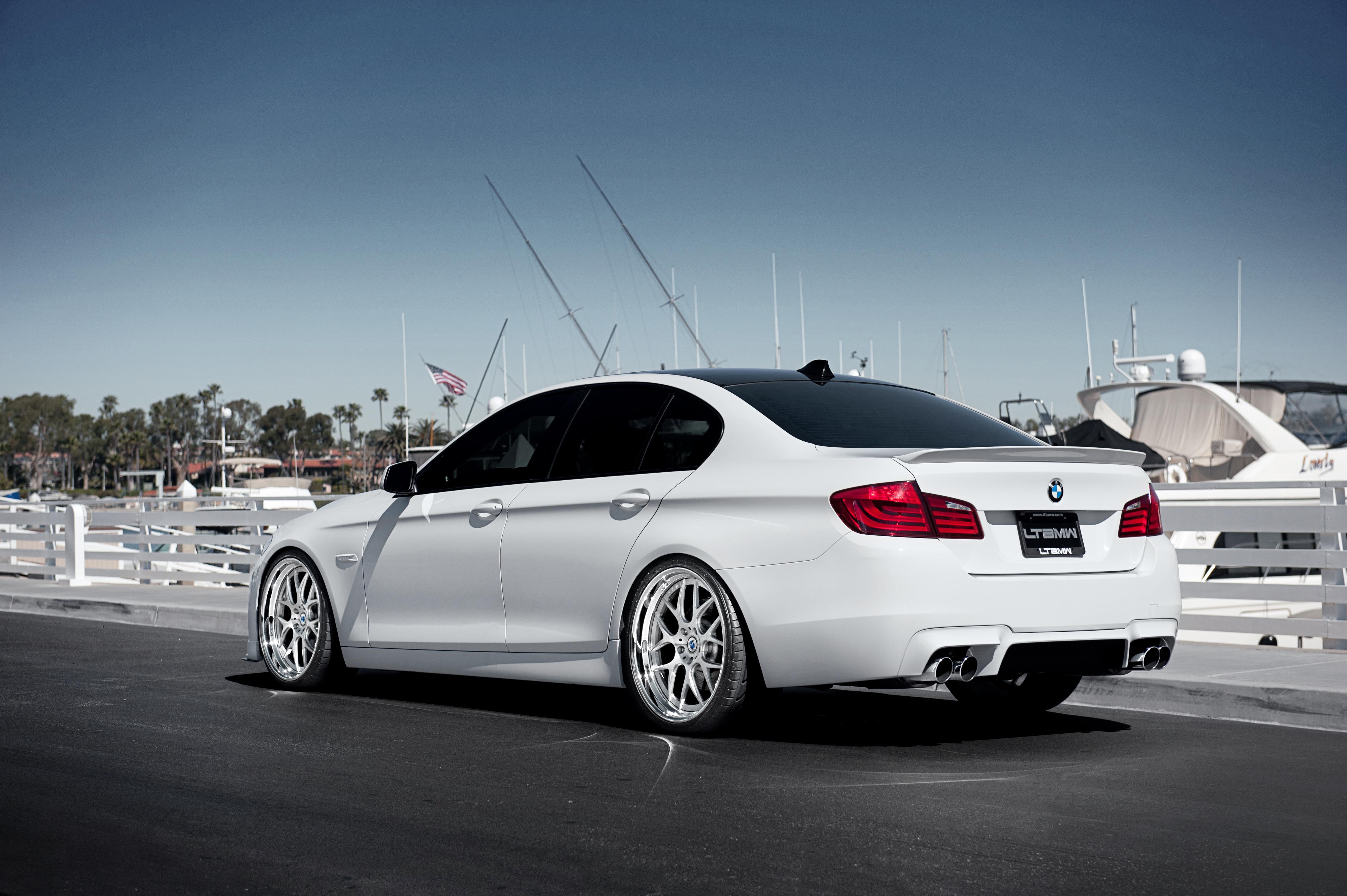 Белый BMW M5  № 445151 бесплатно